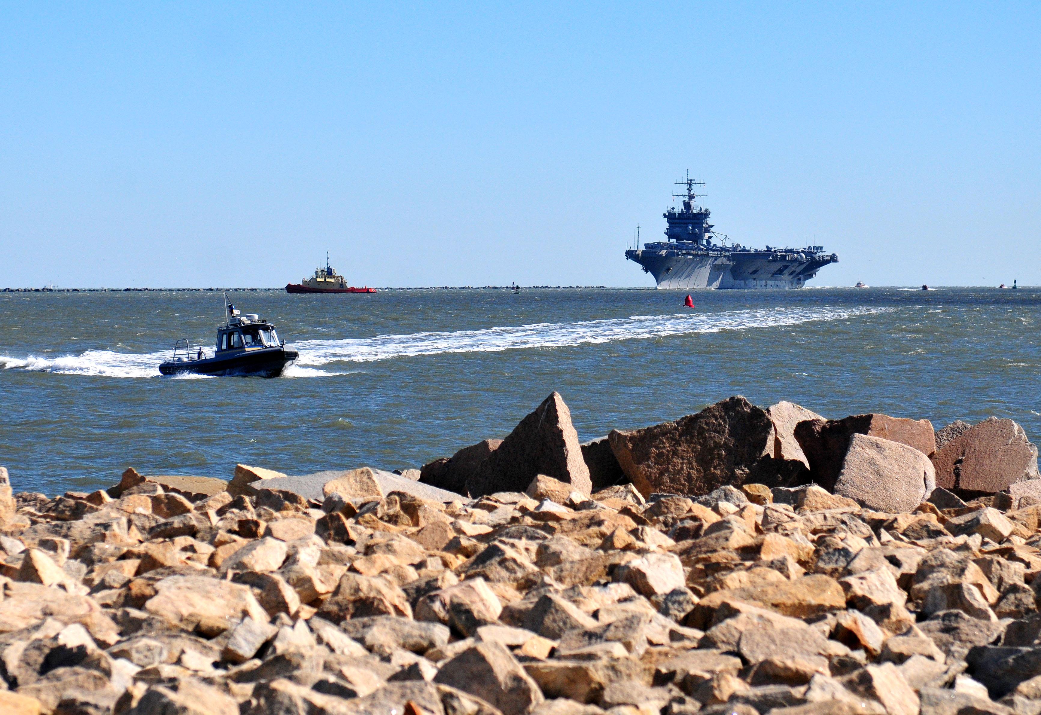 USS ENTERPRISE CVN-65 einlaufen Mayport, FL am 31.10.2012Bild: U.S. Navy