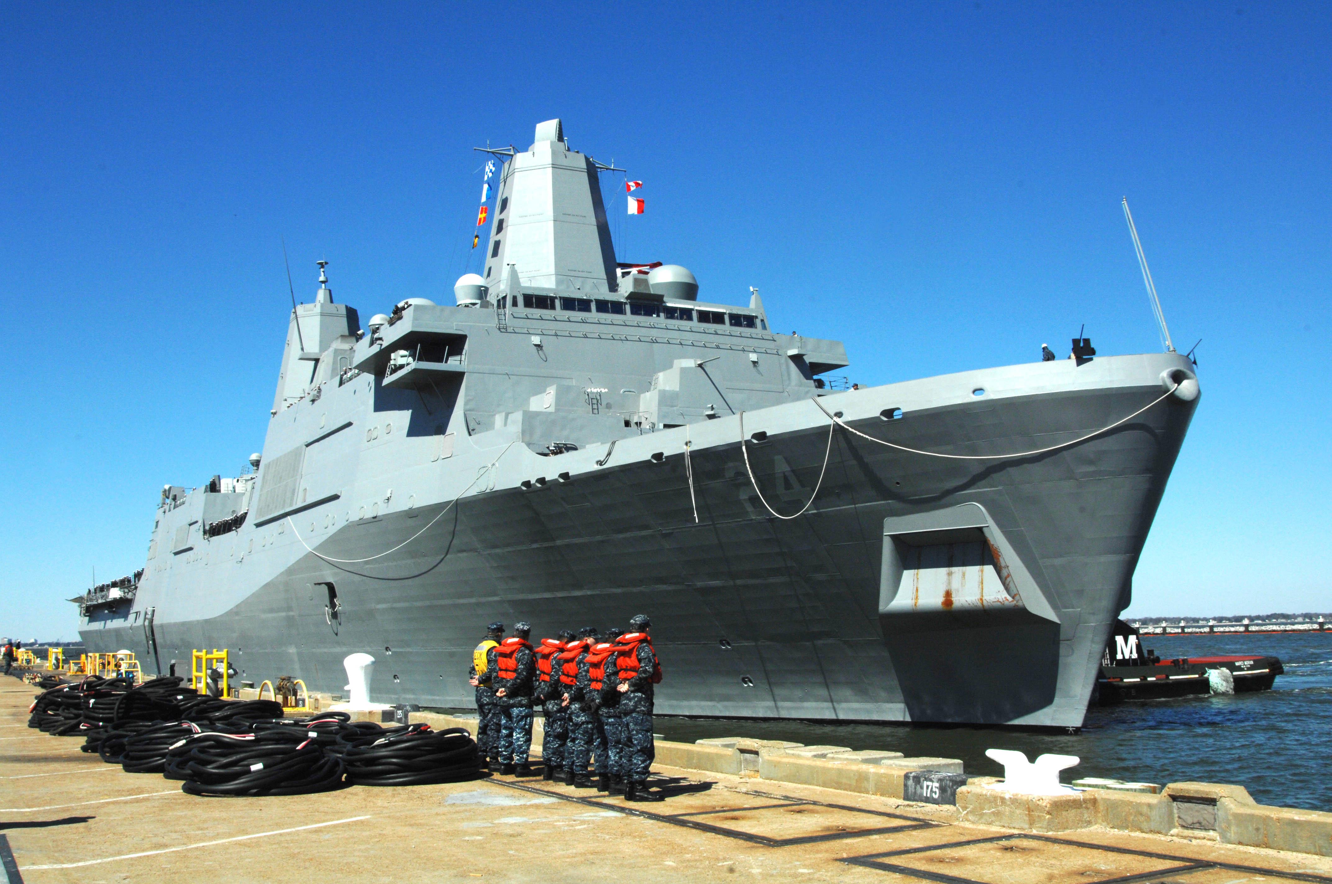 USS ARLINGTON LPD-24 Ankunft Norfolk 22.03.2013Bild: U.S. Navy