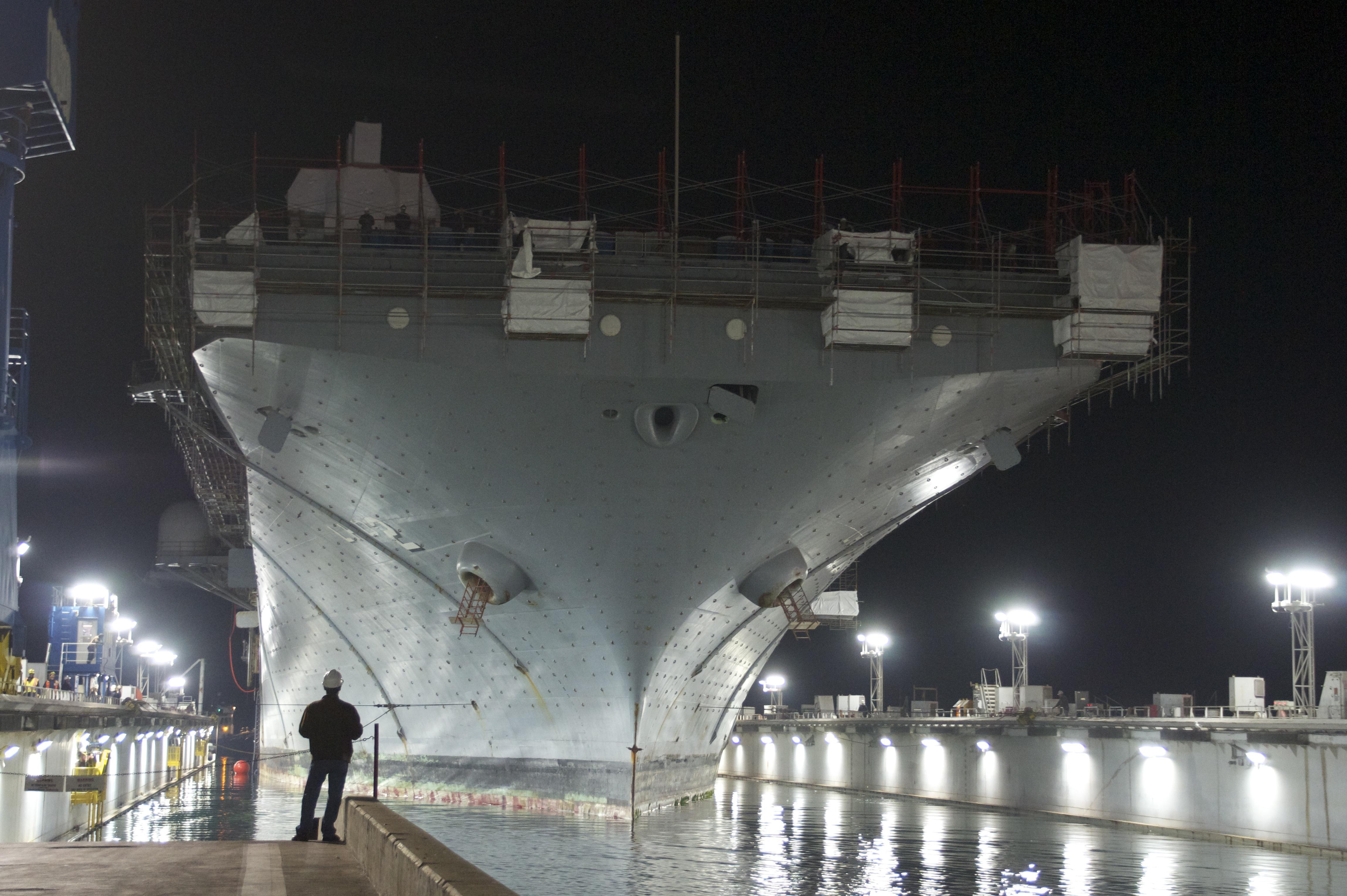 USS ESSEX LHD-2 Trockendock ASSCO 24.03.2013Bild: U.S. Navy
