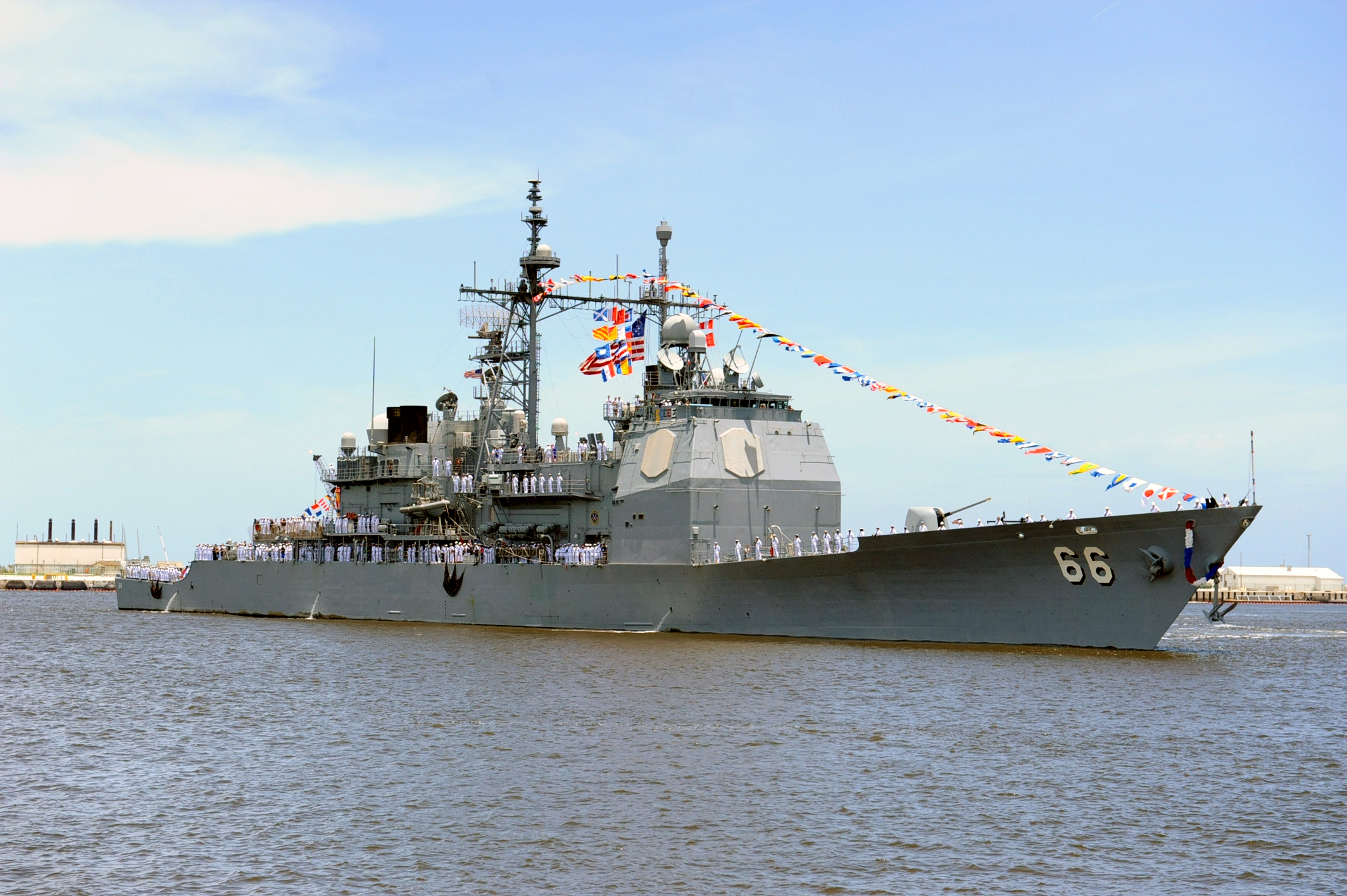 USS HUE CITY CG-66 Einlaufen Mayport am 03.07.2013Bild: U.S. Navy