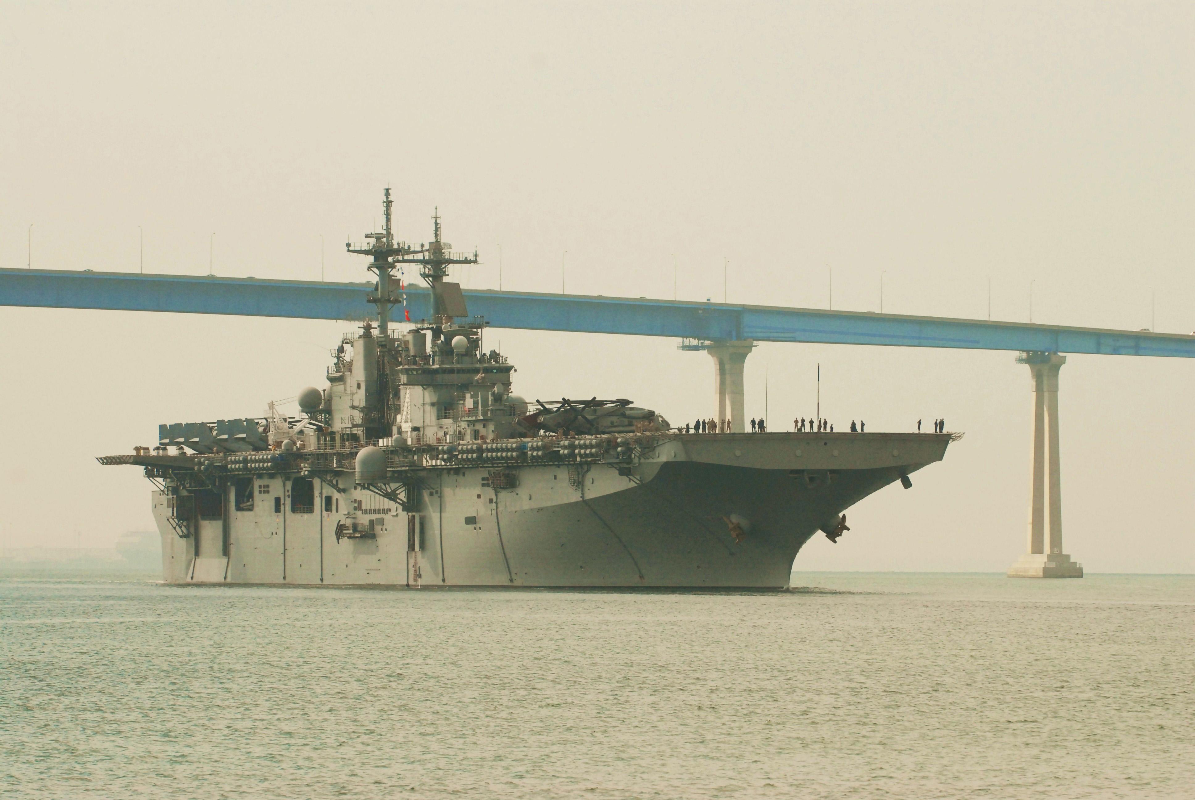 USS BOXER LHD-4 Auslaufen San Diego am 08.07.2013Bild: U.S. Navy