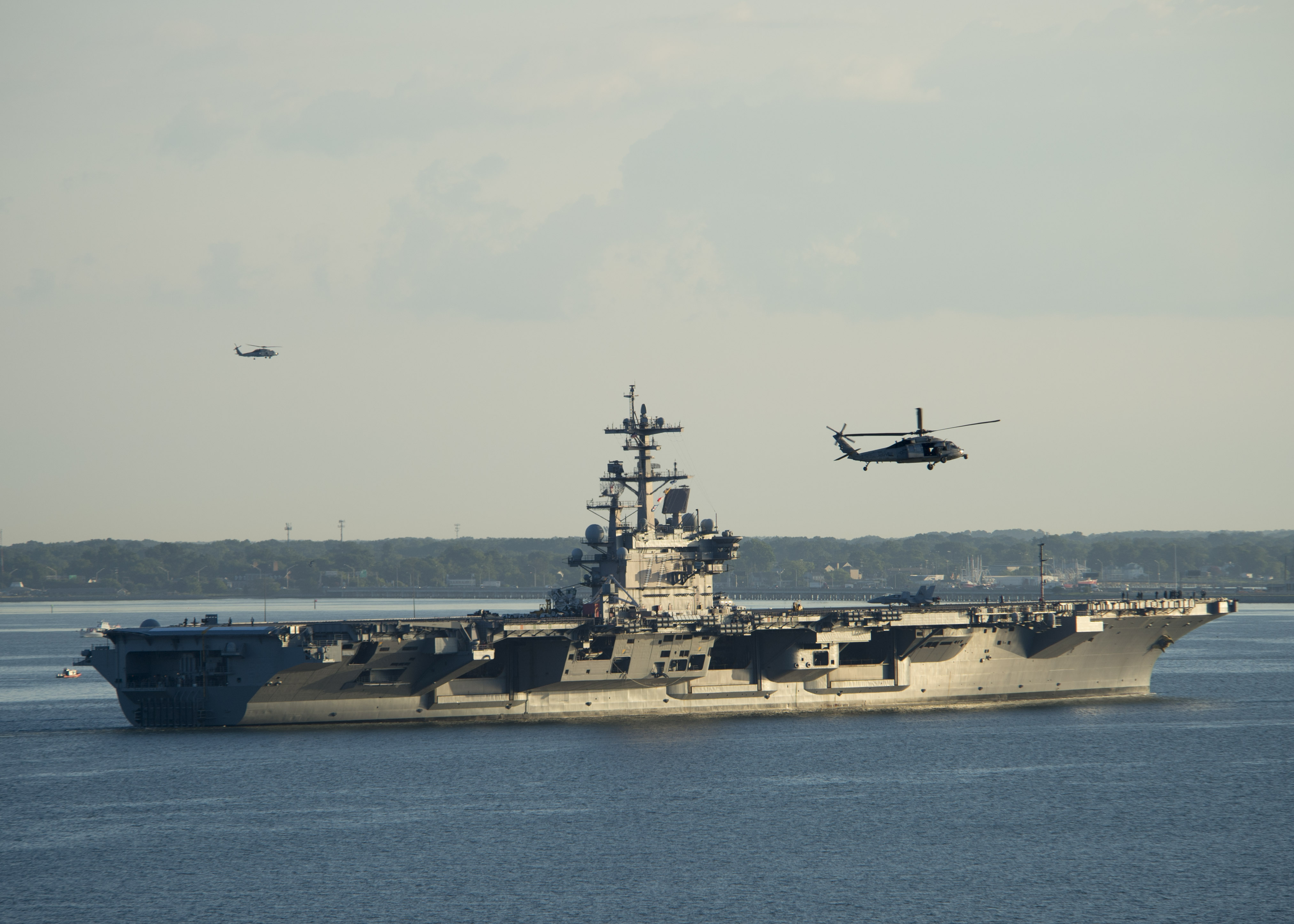 USS GEORGE H.W. BUSH CVN-77 am 30.07.2013