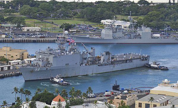 USS PEARL HARBOR LSD-52 Einlaufen Pearl Harbor 16.08.2013