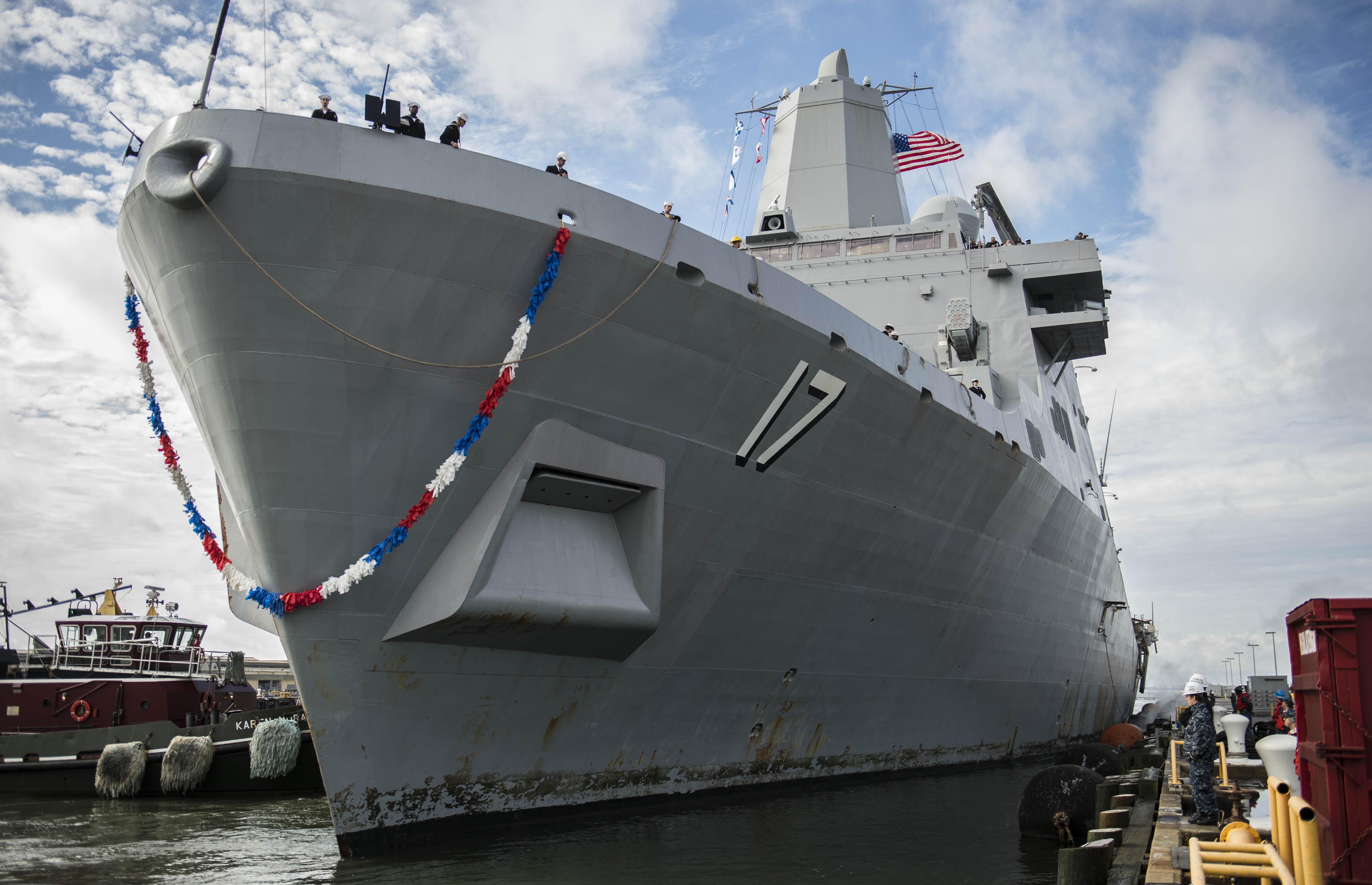 USS SAN ANTONIO LPD-17 Einlaufen Norfolk 07.11.2013Bild: U.S. Navy