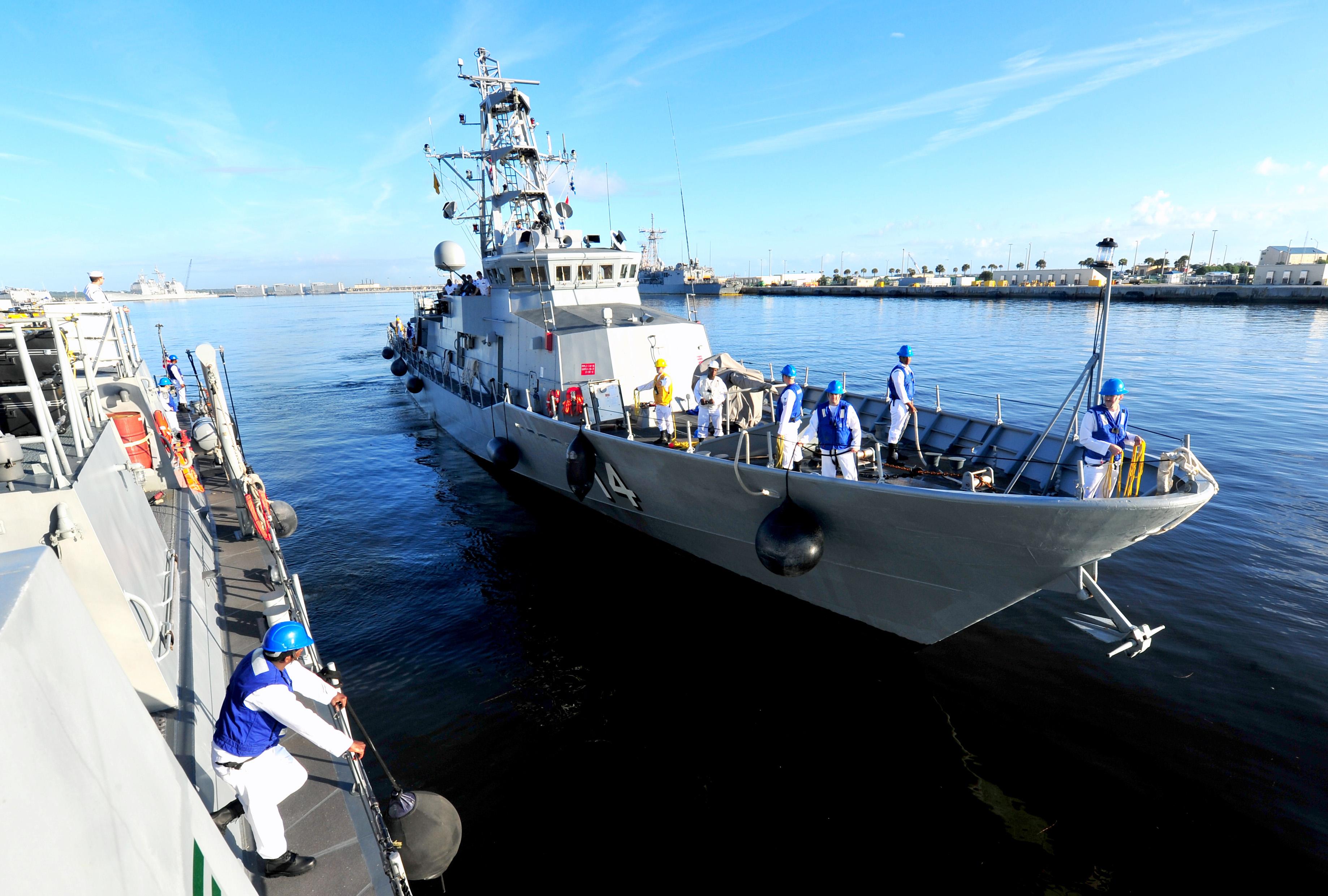 USS TORNADO PC-14 neben der USS ZEPHYR PC-8 am 31.10.2013 in MayportBild: U.S. Navy