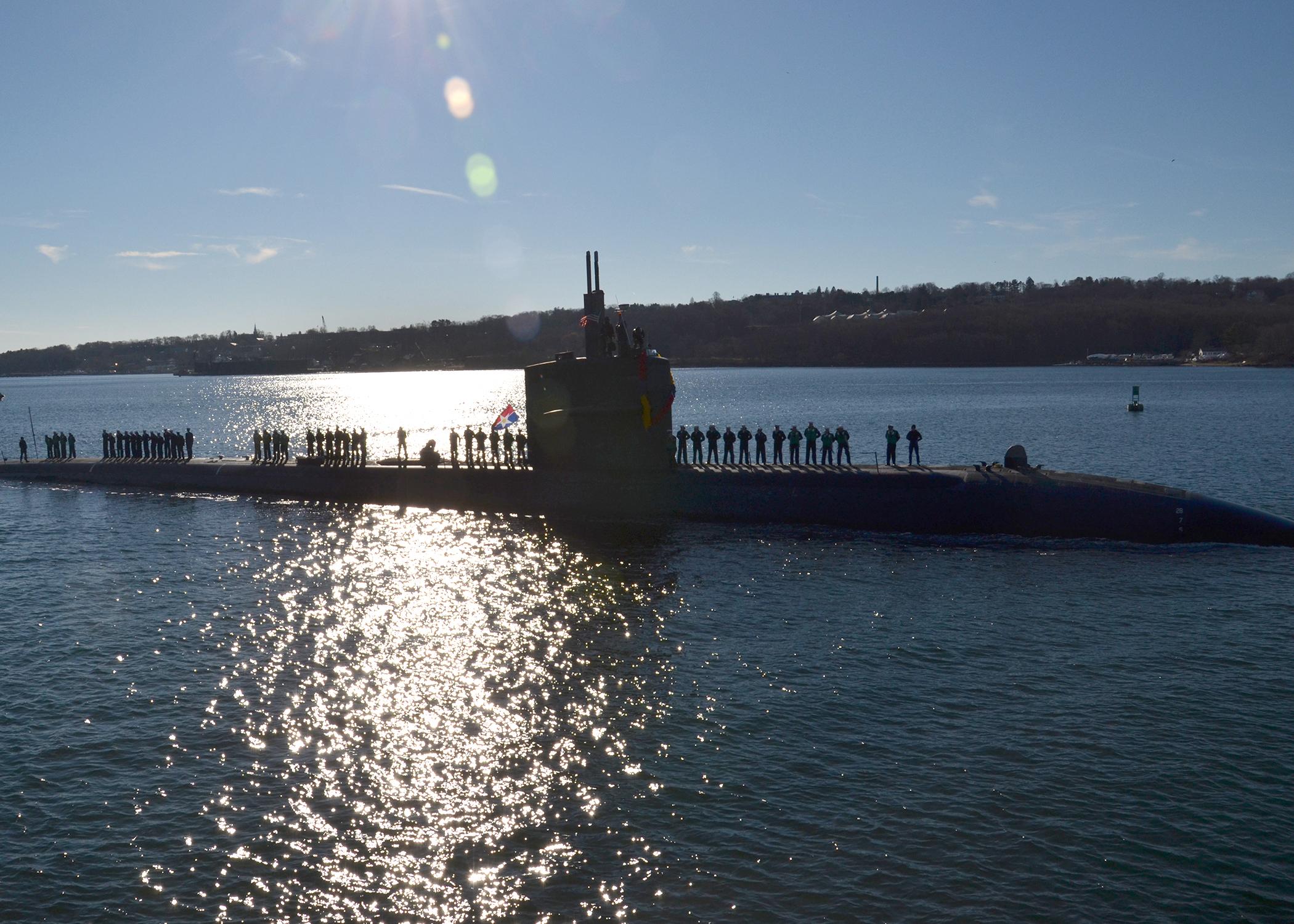 USS DALLAS SSN-700 Einlaufen Groton 25.11.13