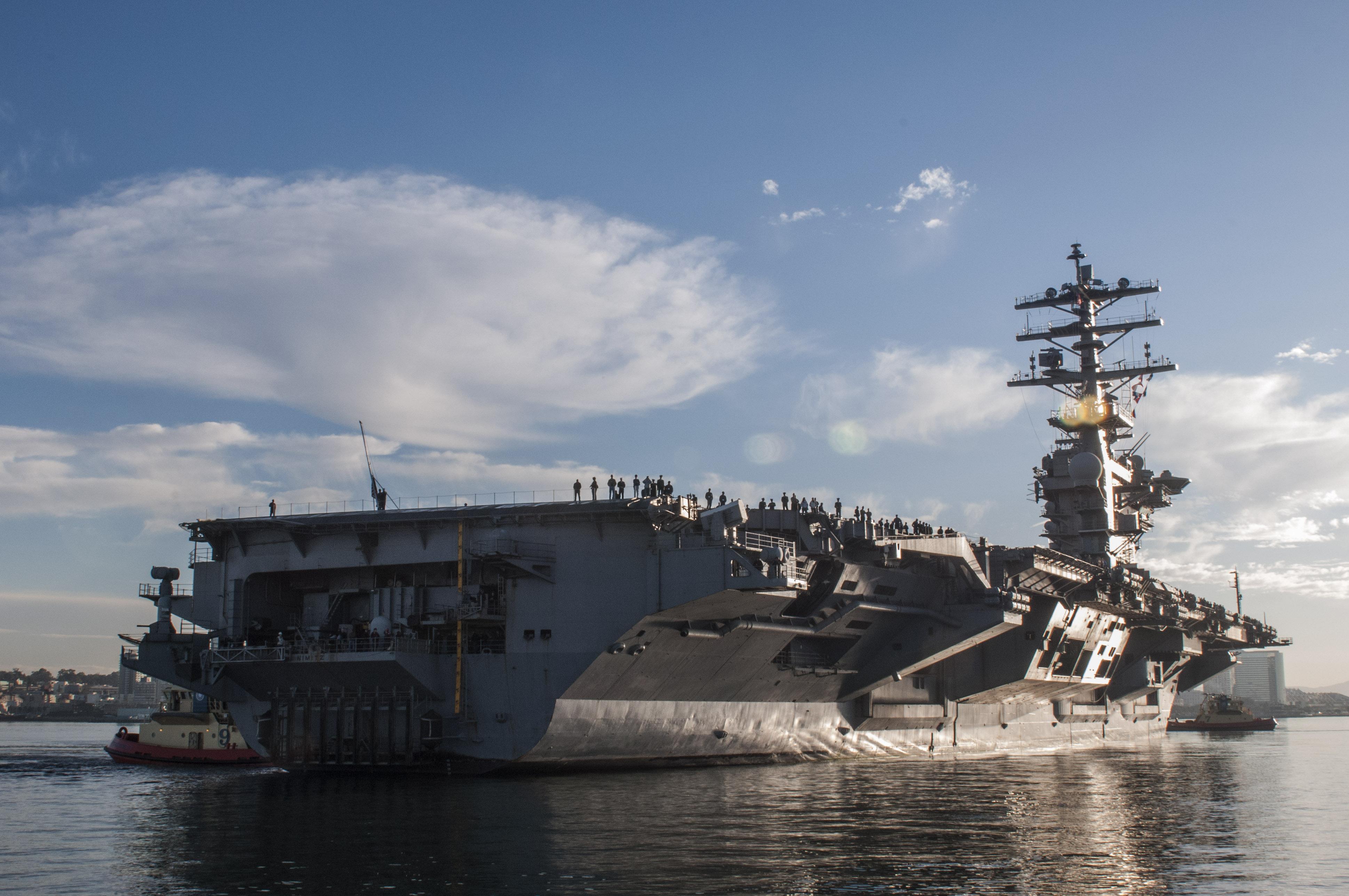 USS NIMITZ CVN-68 Einlaufen San Diego 12.12.2013