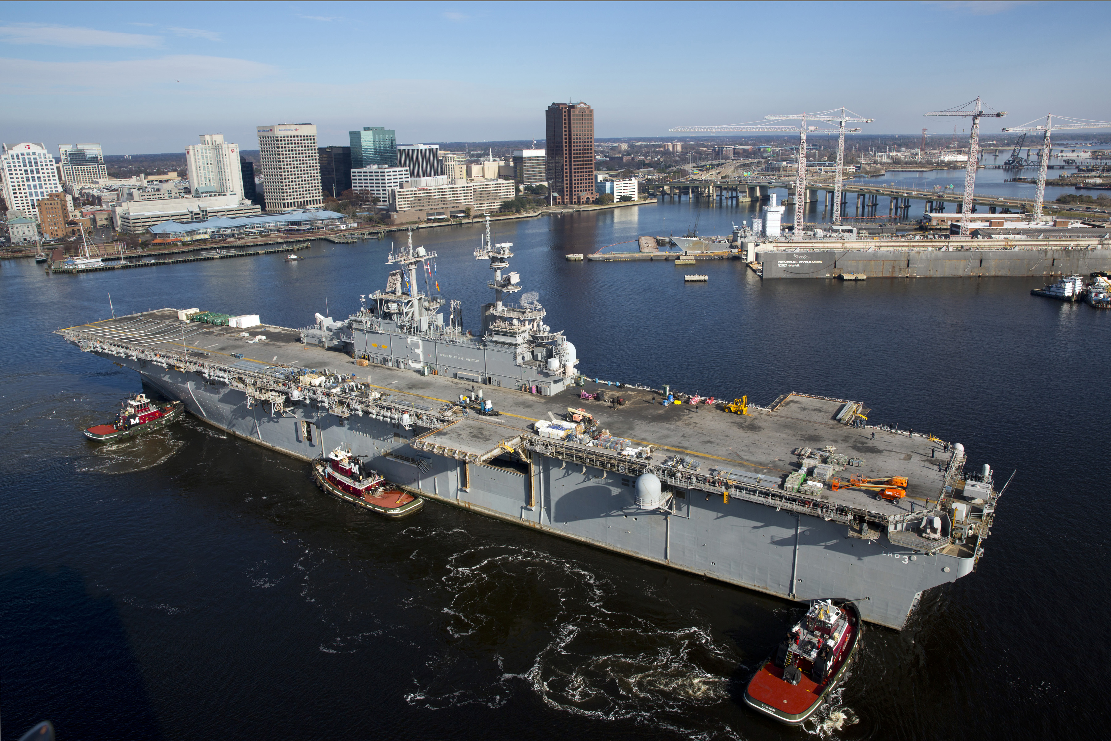 USS KEARSARGE LHD-3 am 16.12.2013 Bild: U.S. Navy