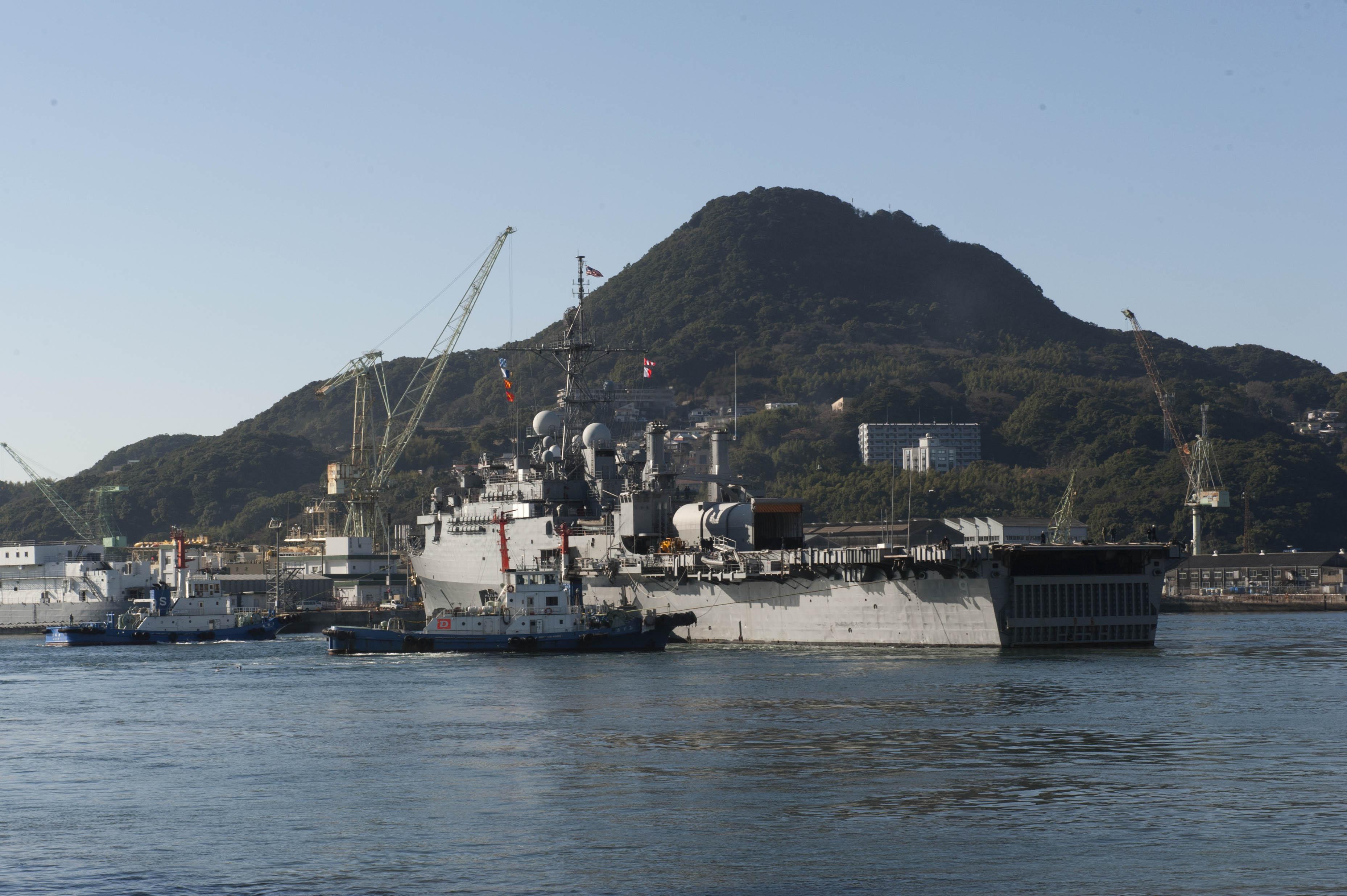 USS DENVER LPD-9 Auslaufen Sasebo am 27.01.2014 Bild: U.S. Navy