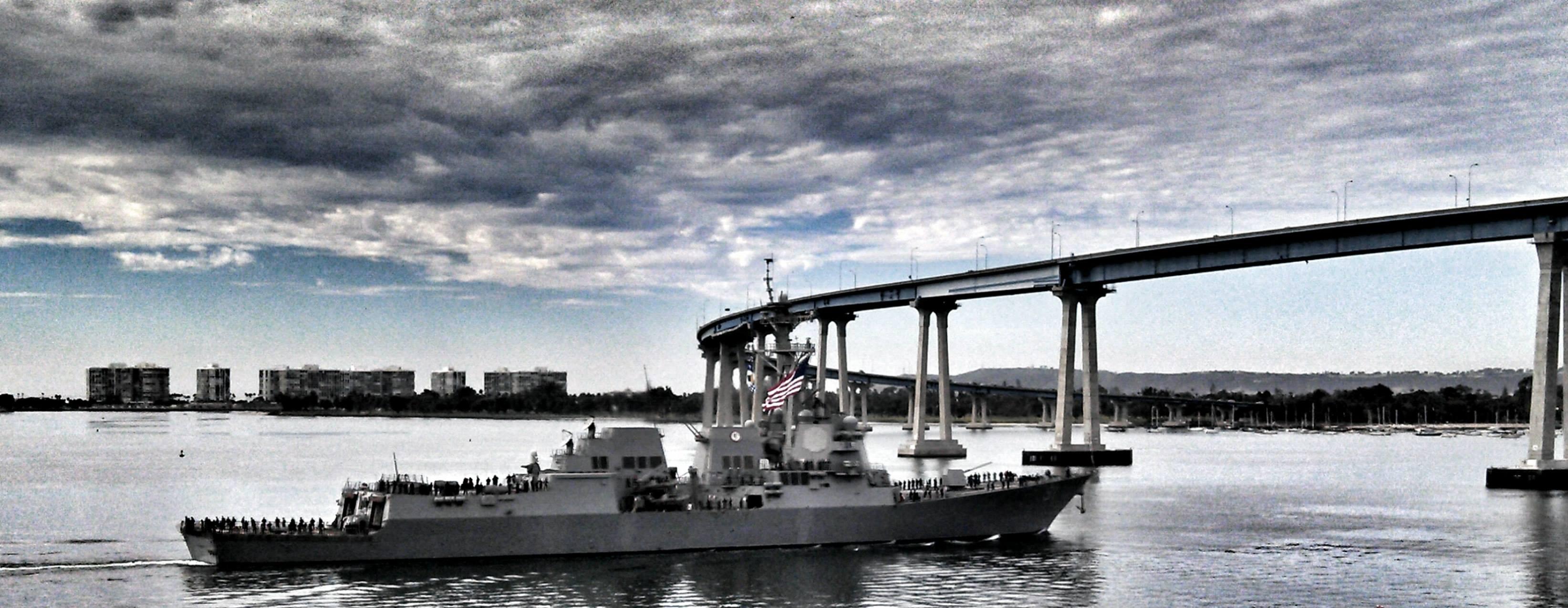 USS PINCKNEY DDG-91 Auslaufen San Diego 07.01.2014 Bild: USS PINCKNEY Facebook Page