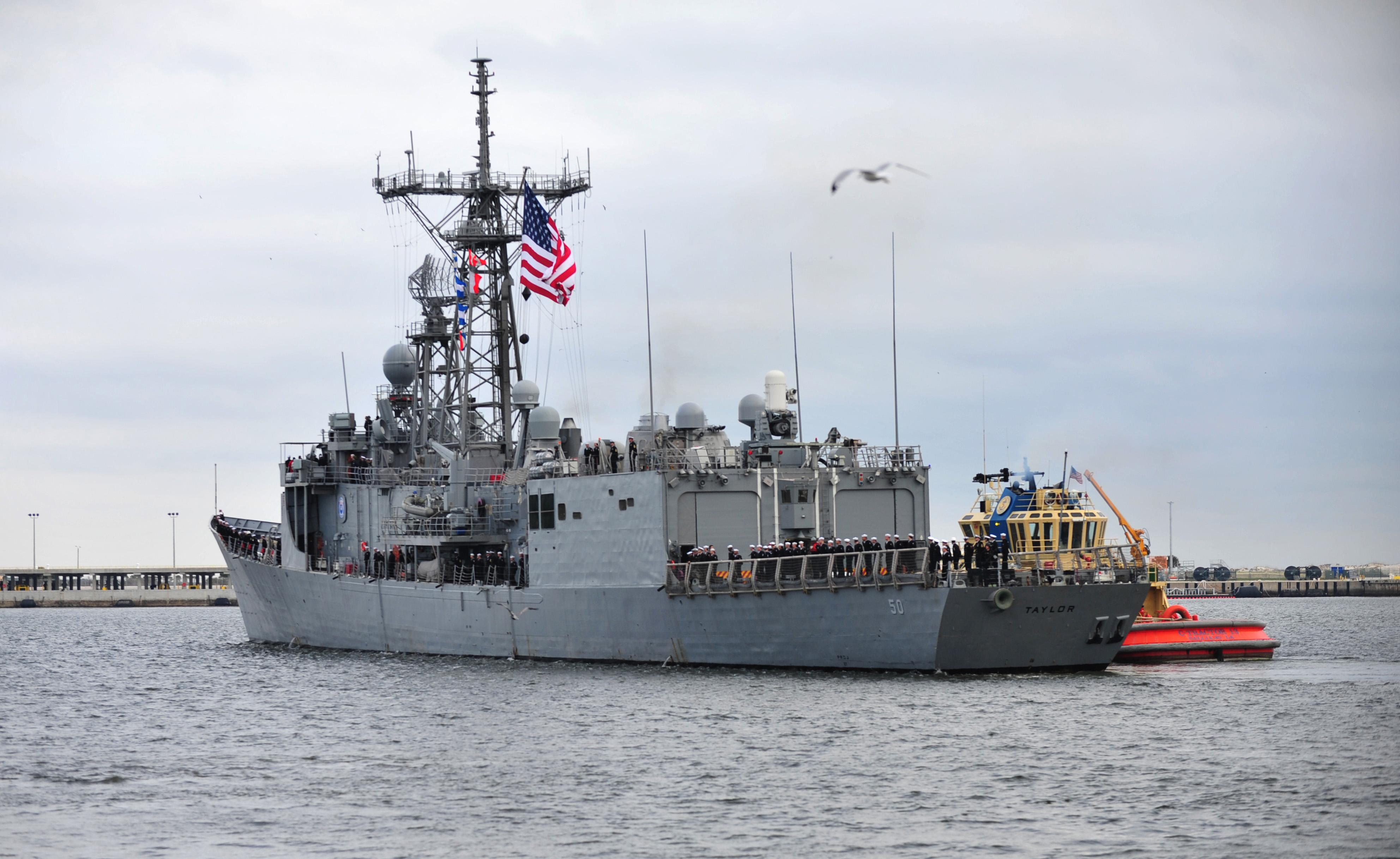 USS TAYLOR FFG-50 Auslaufen Mayport am 08.01.2014 Bild: U.S. Navy