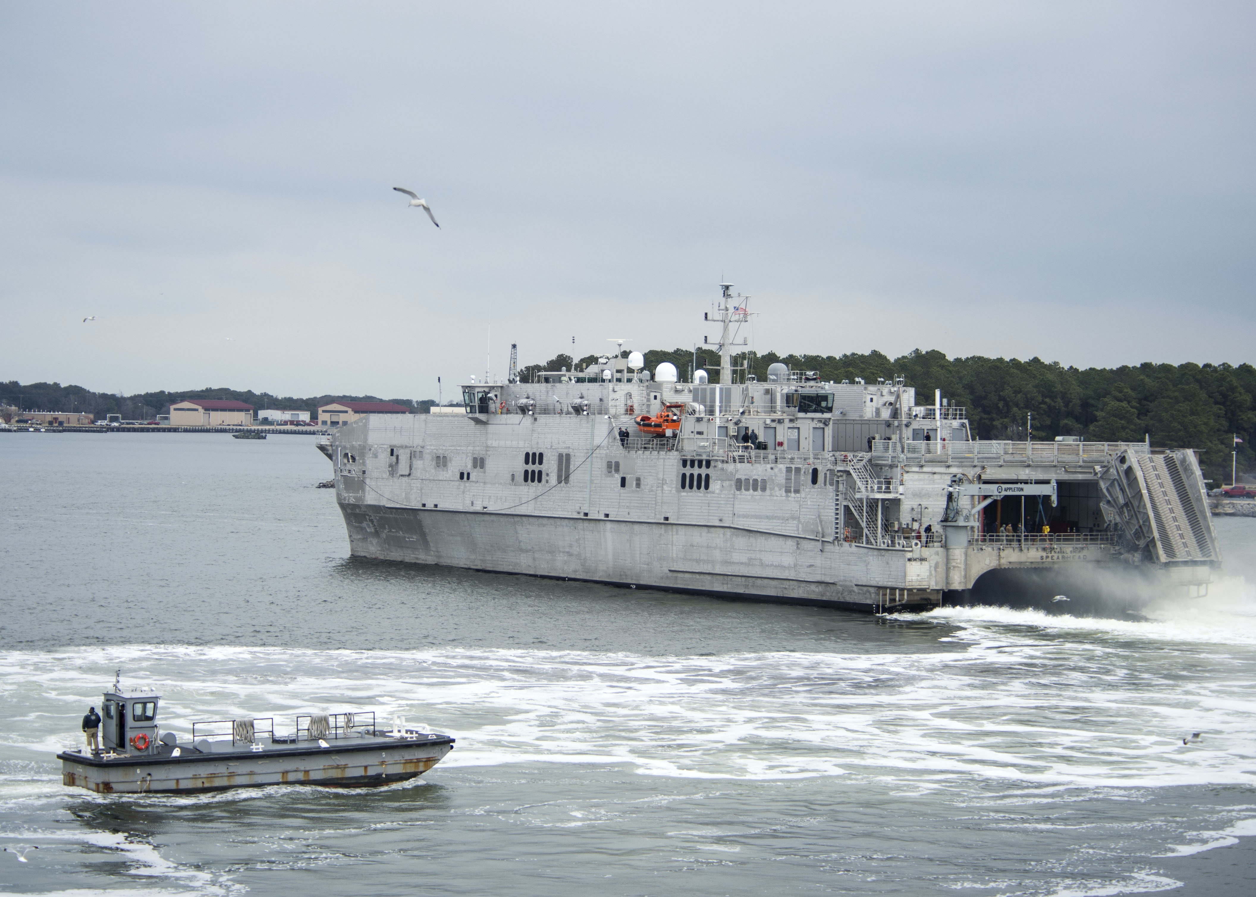 USNS SPEARHEAD JHSV-1 Auslaufen Little Creek, VA am 16.01.2014 Bild: U.S. Navy