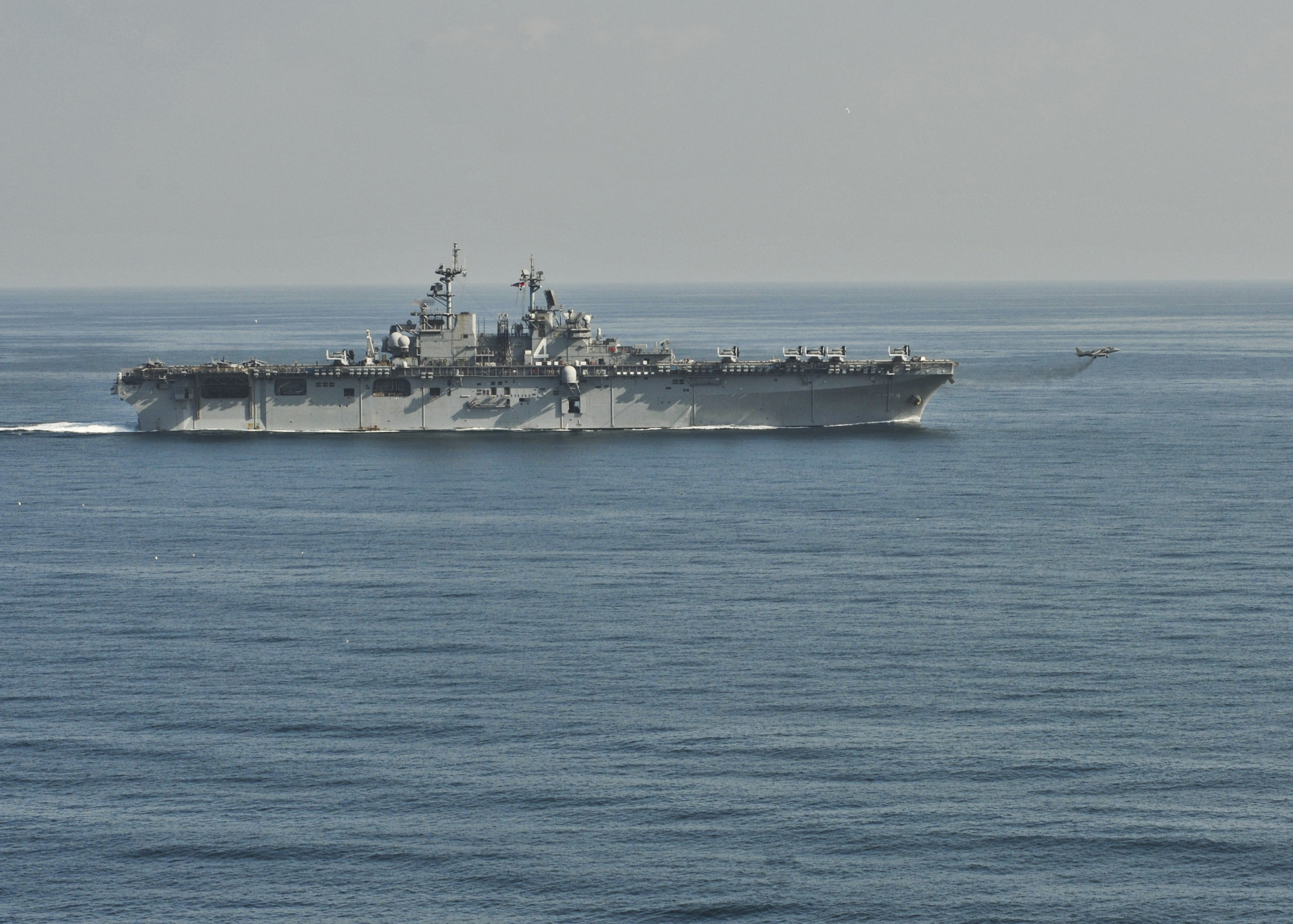 USS BOXER LHD-4 am 19.12.2013 im Arabischen Meer Bild: U.S. Navy