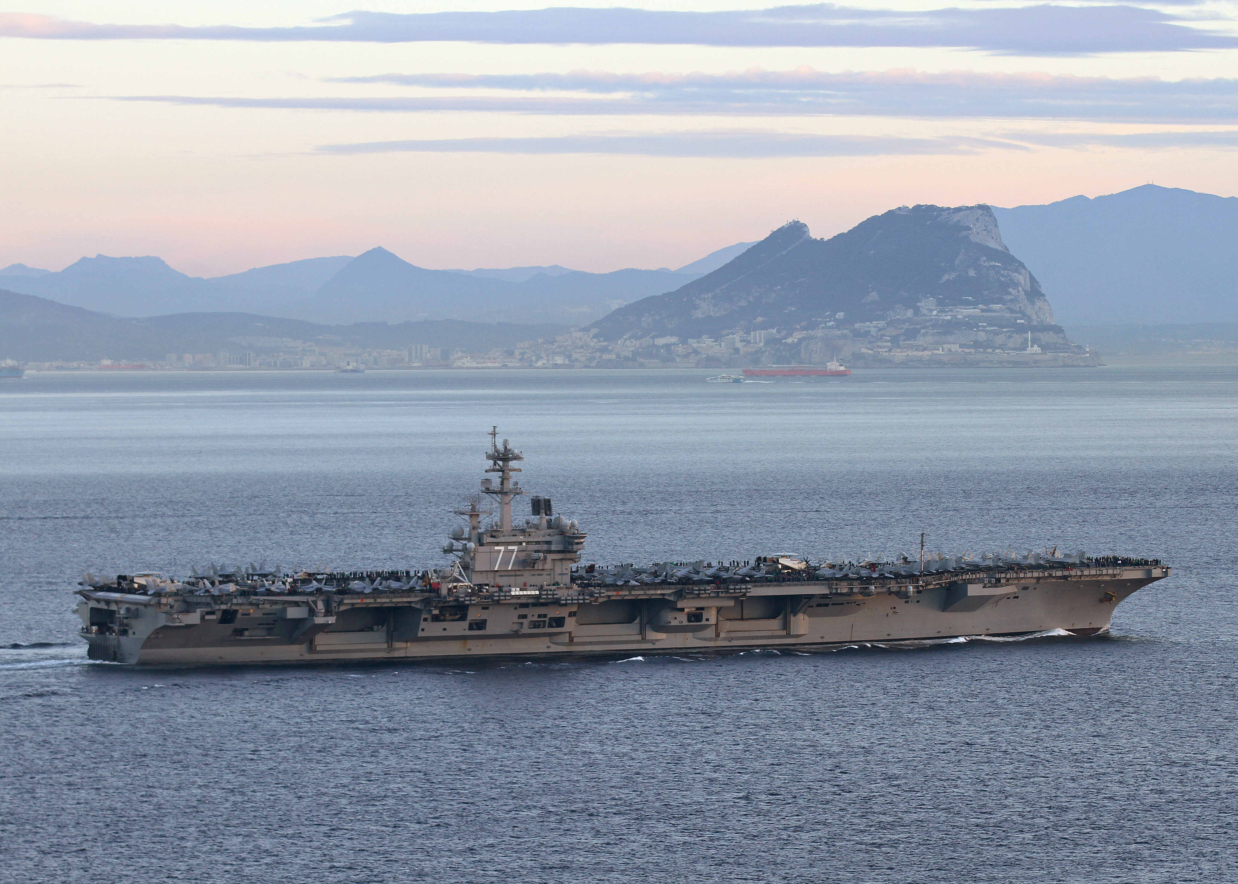 USS GEORGE H.W. BUSH CVN-77 am 27.02.2014 vor Gibraltar