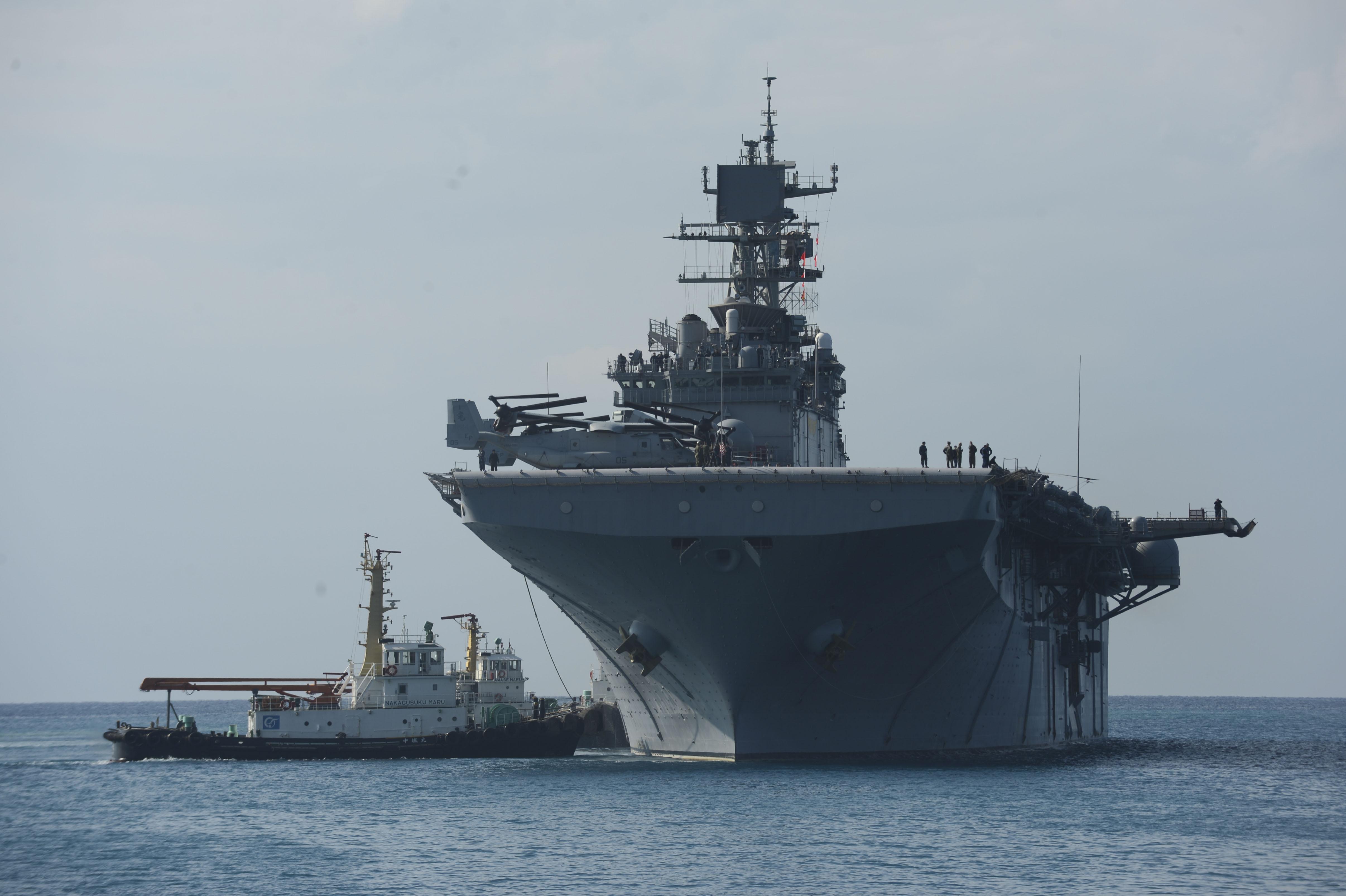 USS BONHOMME RICHARD LHD-6 am 22.02.2014 vor Okinawa