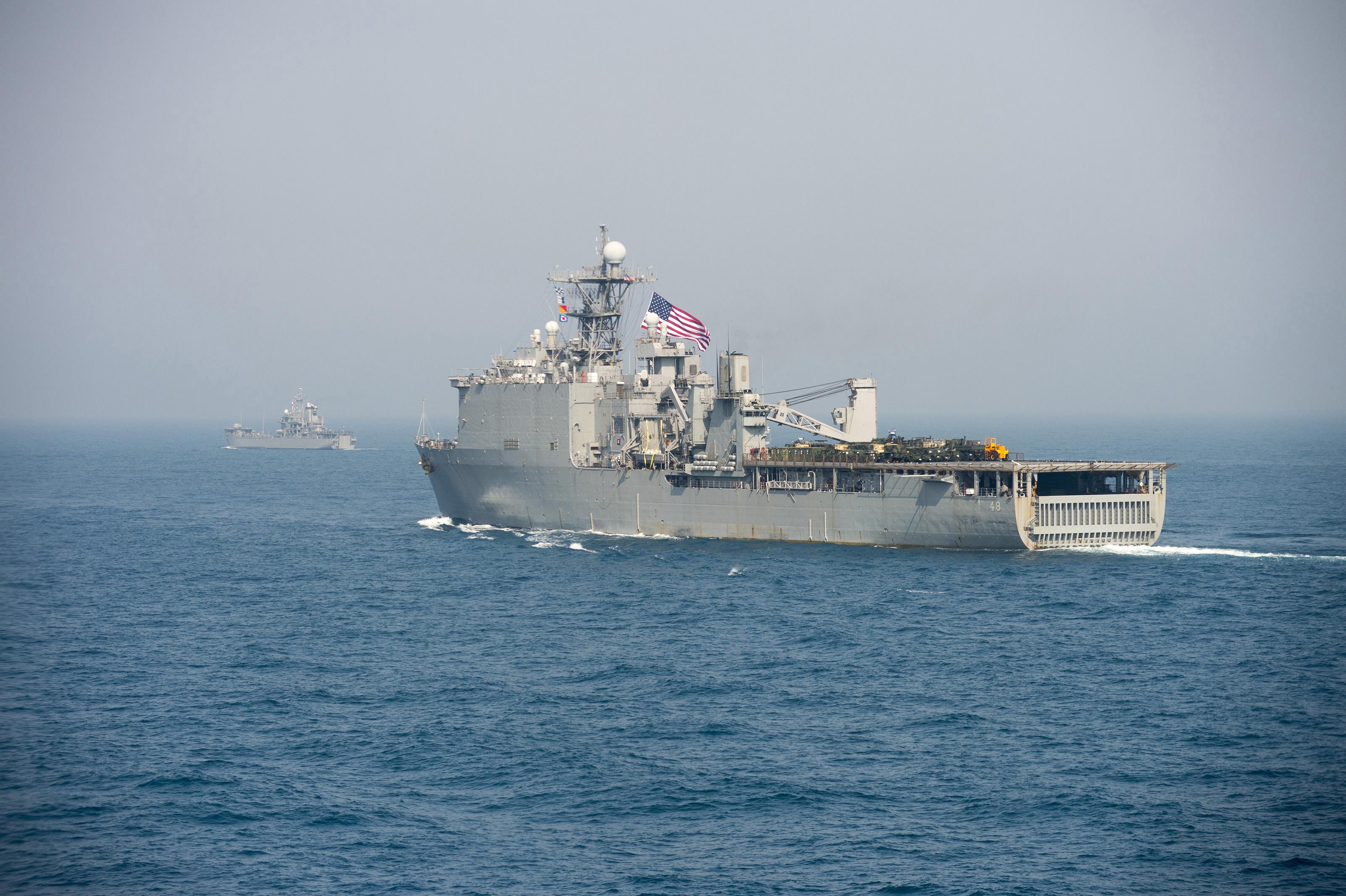 USS ASHLAND LSD-48 im Ostchinesischen Meer am 27.03.2014 Bild: U.S. Navy