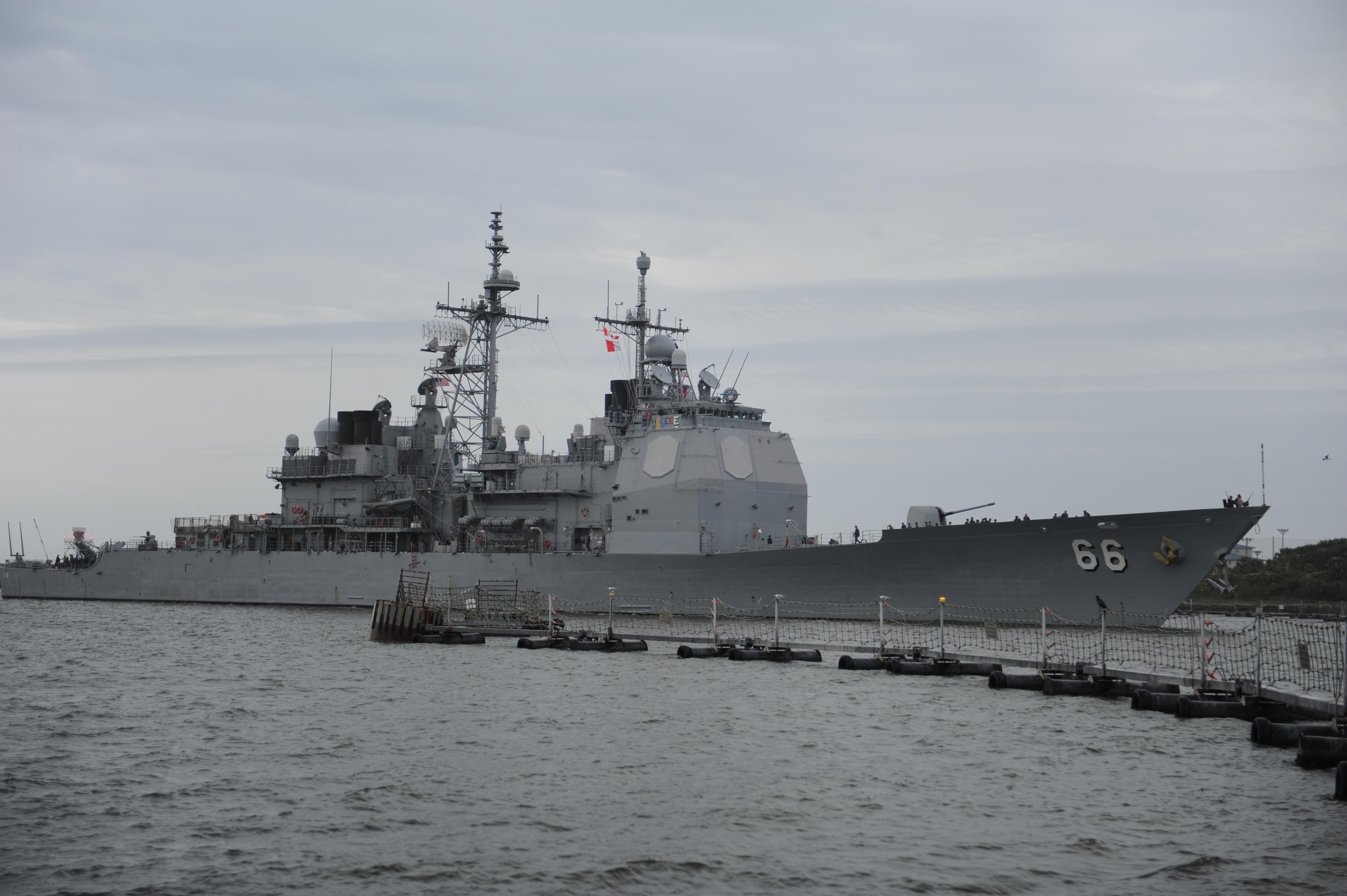 USS HUE CITY CG-66 Einlaufen Mayport 18.04.2014 Bild: U.S. Navy