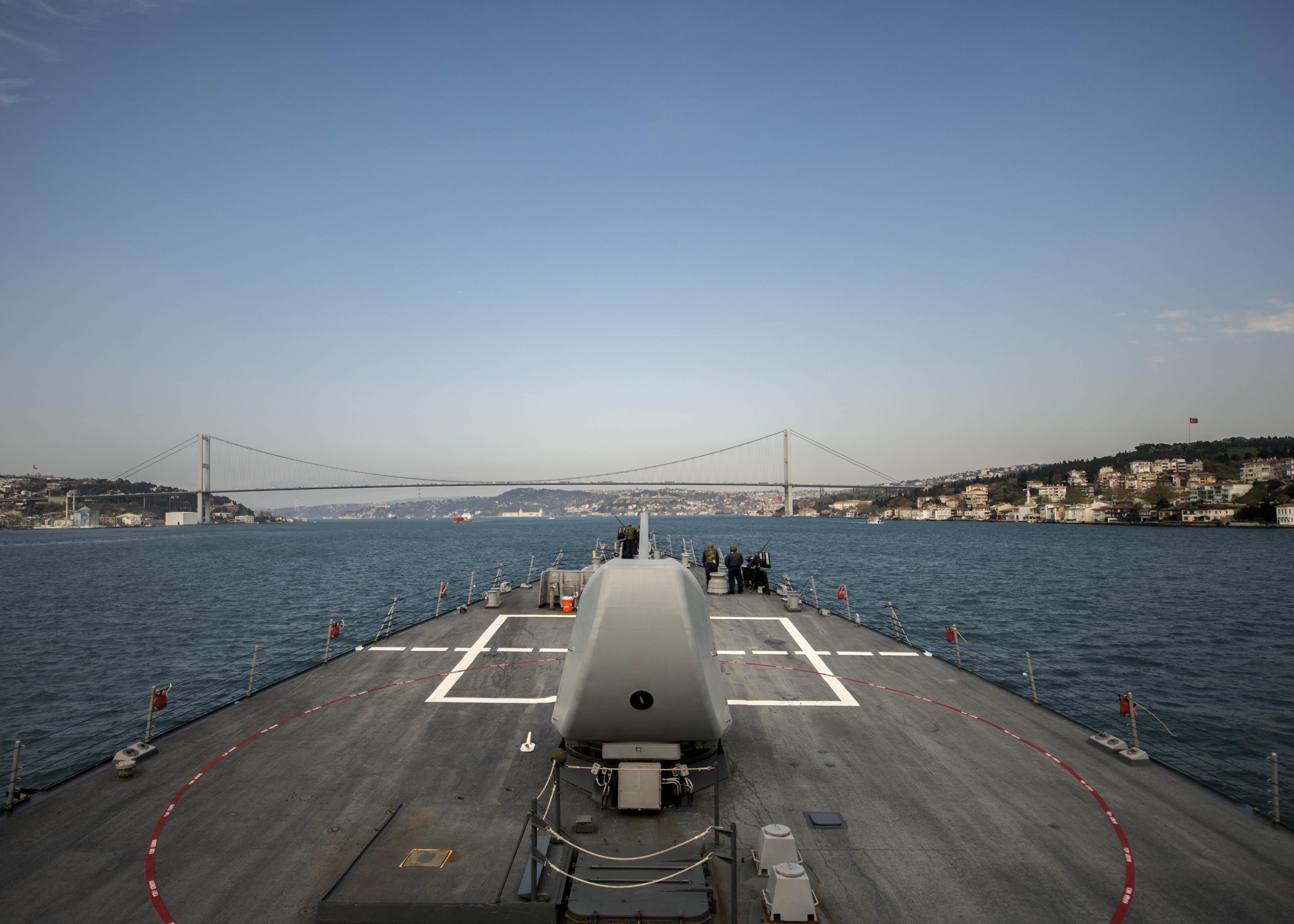 USS DONALD COOK DDG-75 Istanbul/Bosporus am 10.04.2014 Bild: U.S. Navy