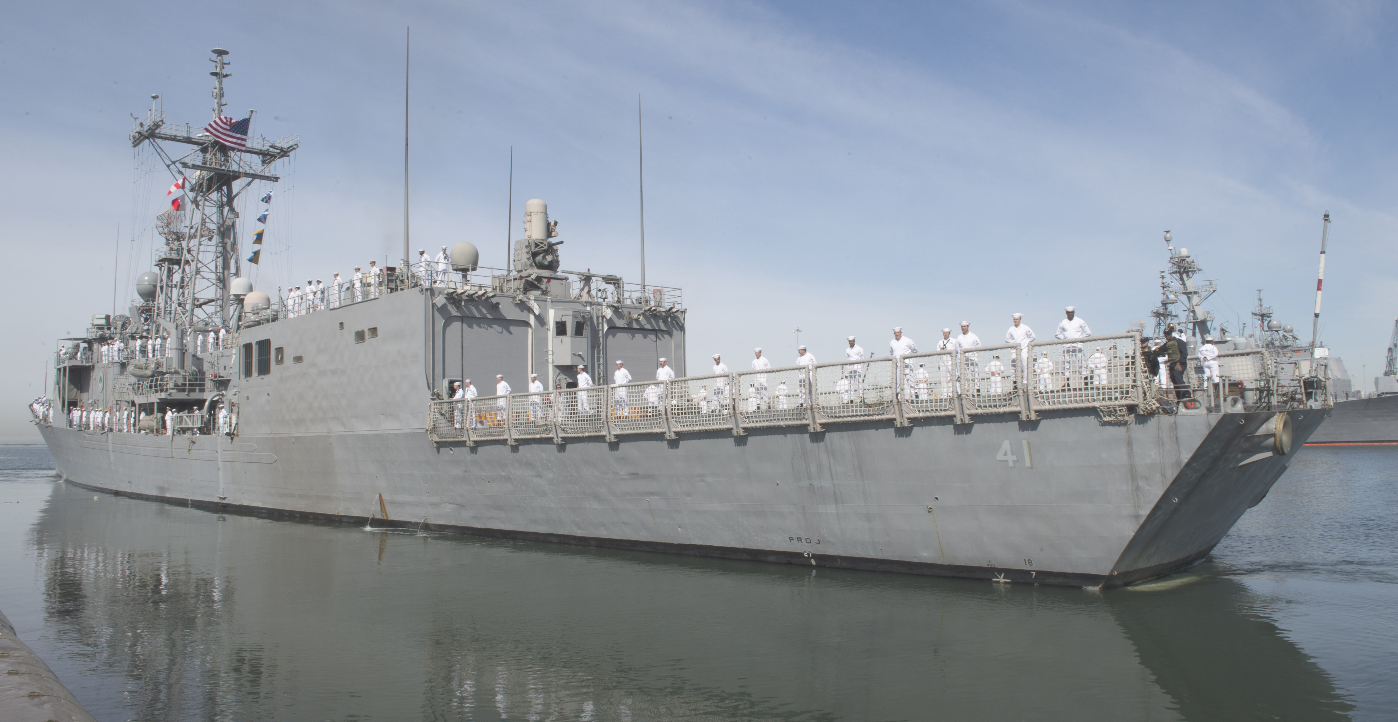 USS McCLUSKY FFG-41 Auslaufen San Diego am 10.04.2014 Bild: U.S. Navy