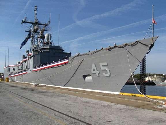 USS DE WERT FFG-45 Außerdienststellung Bild: U.S. Navy