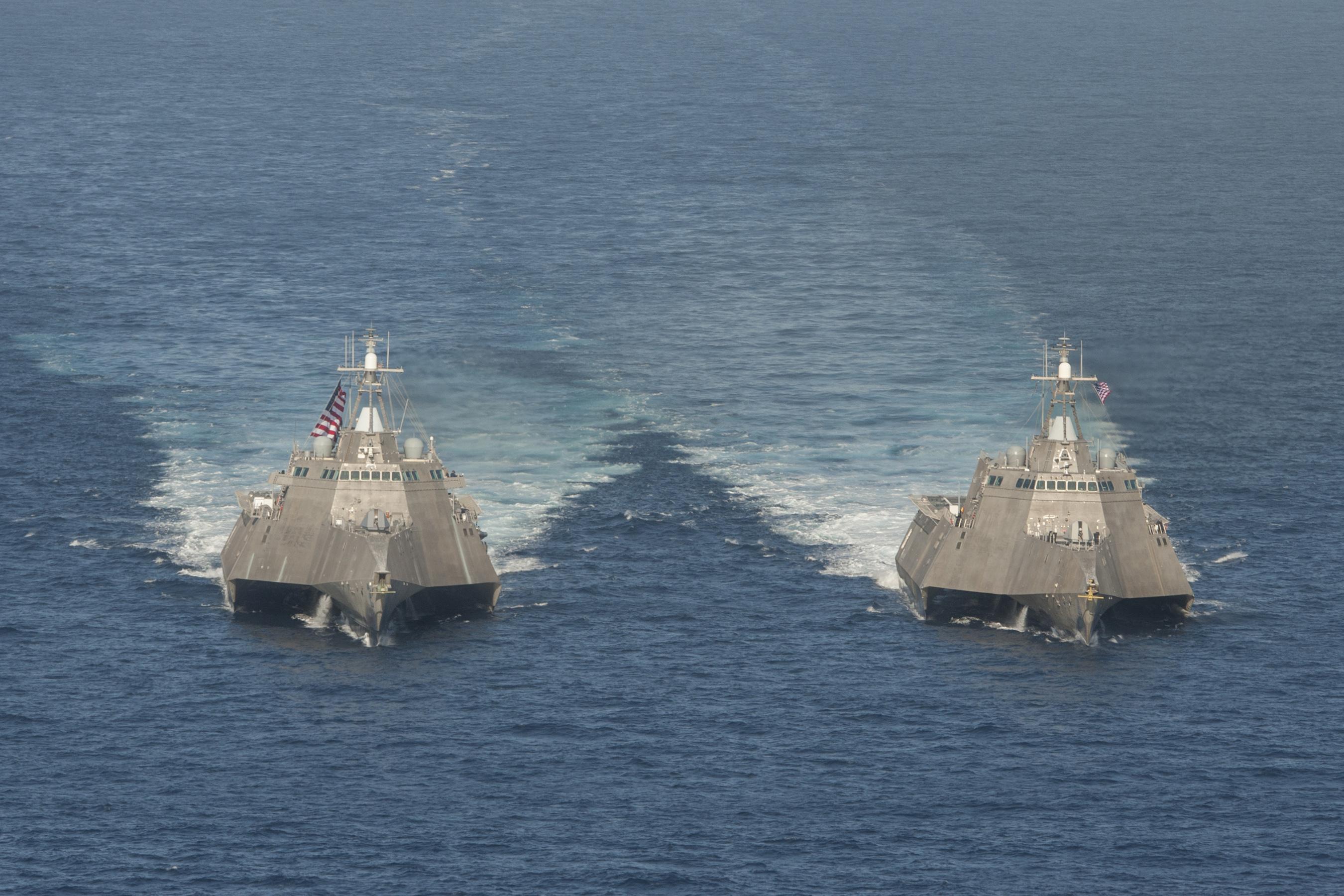 USS INDEPENDENCE LCS-2 und USS CORONADO LCS-4 am 23.04.2014 vor Süd-Kalifornien Bild: U.S. Navy
