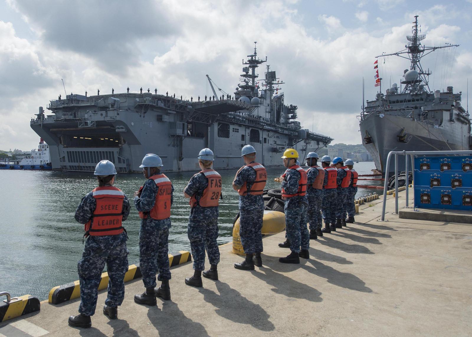 USS BONHOMME RICHARD LHD-6 Einlaufen Sasebo am 01.05.2014 Bild: U.S. Navy