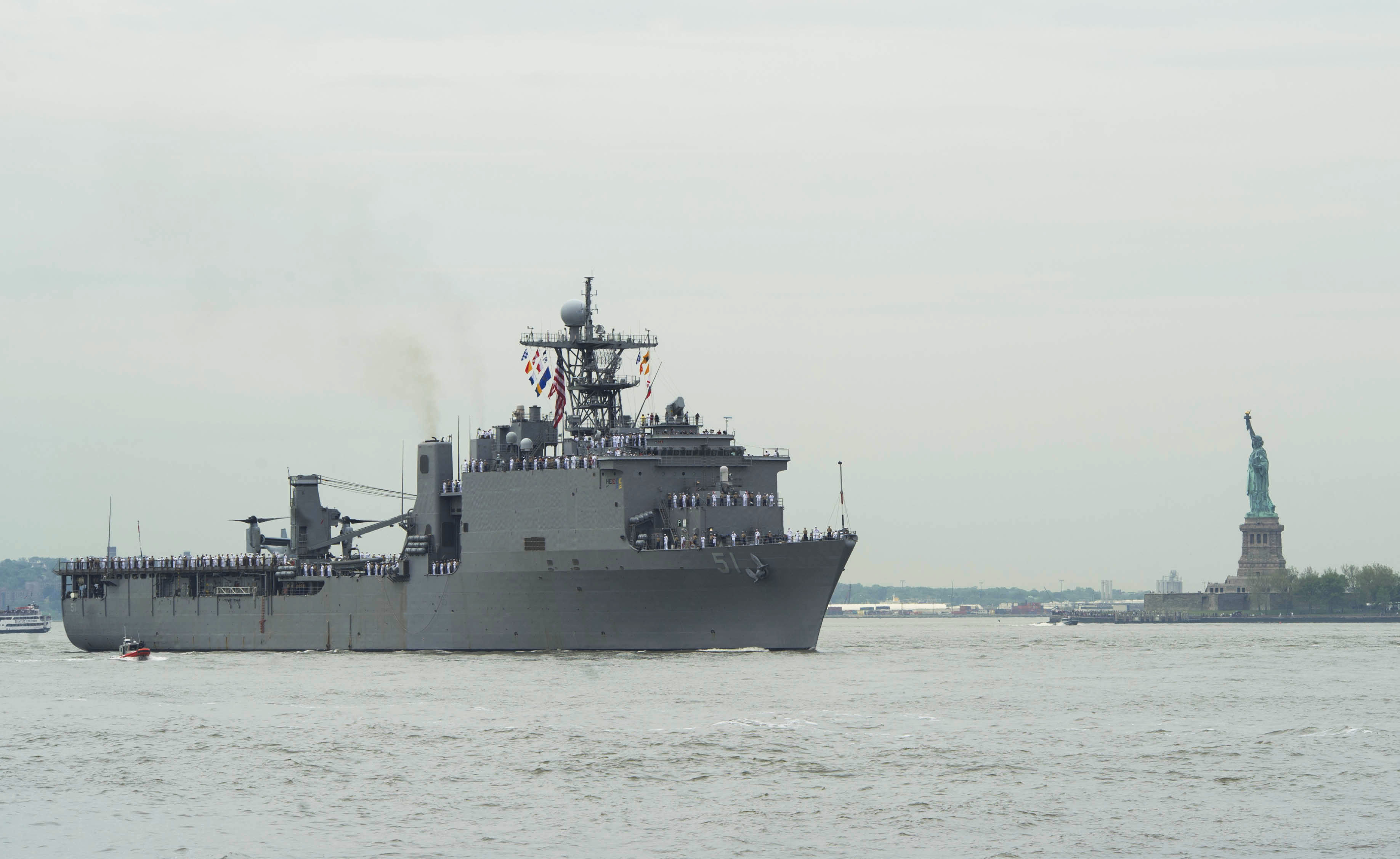 USS OAK HILL LSD-51 Einlaufen New York am 21.05.2014 Bild: U.S. Navy