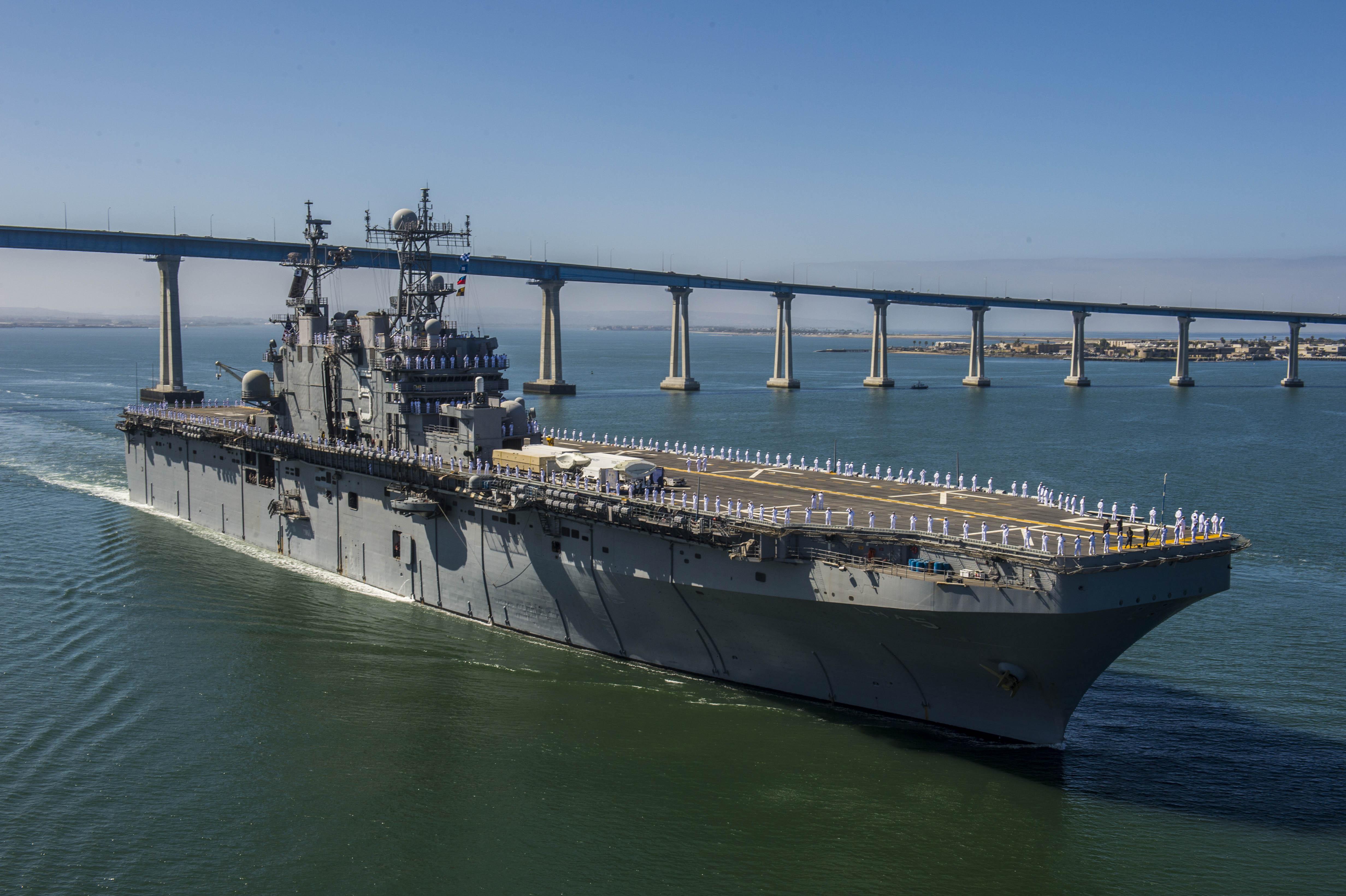 USS PELELIU LHA-5 Auslaufen San Diego am 17.06.2014 Bild: U.S. Navy