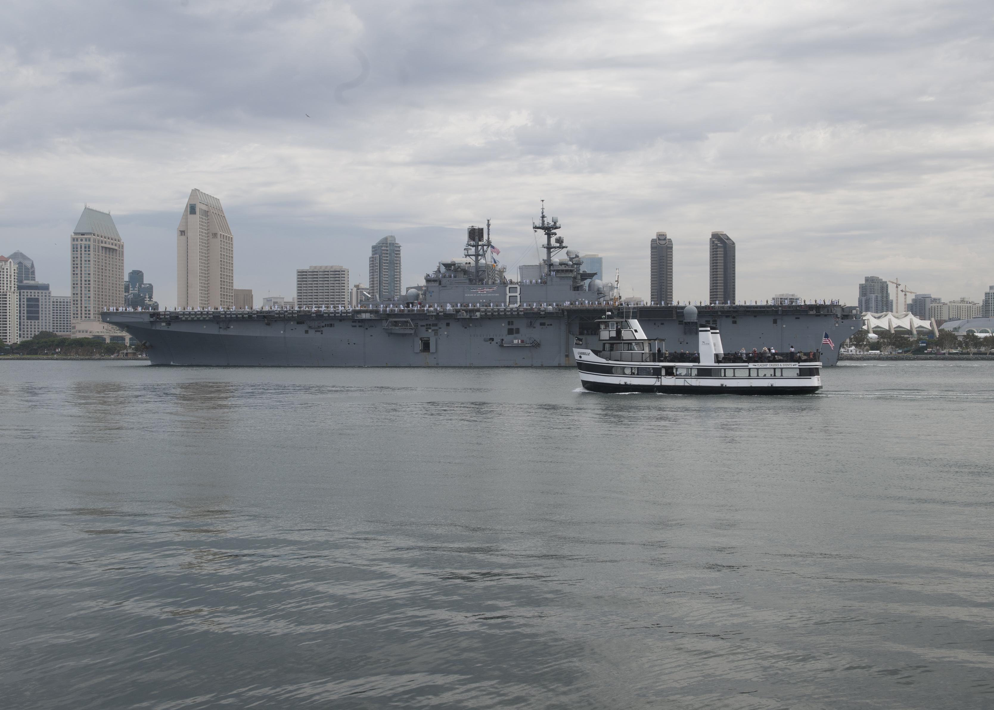 USS MAKIN ISLAND LHD-8 Auslaufen San Diego am 25.07.2014 Bild: U.S. Navy