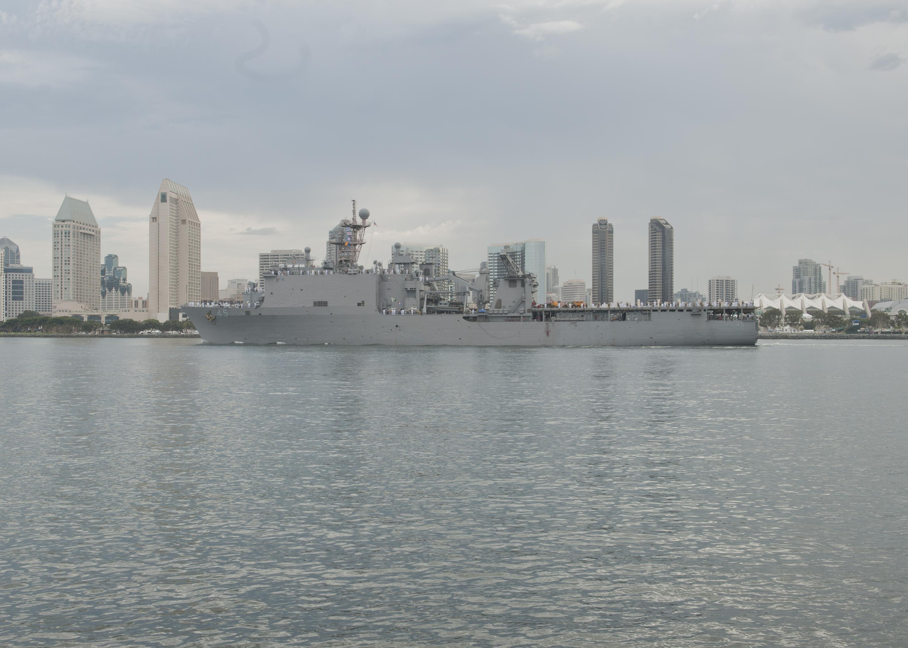 USS COMSTOCK LSD-45 Auslaufen San Diego am 25.07.2014 Bild: U.S. Navy