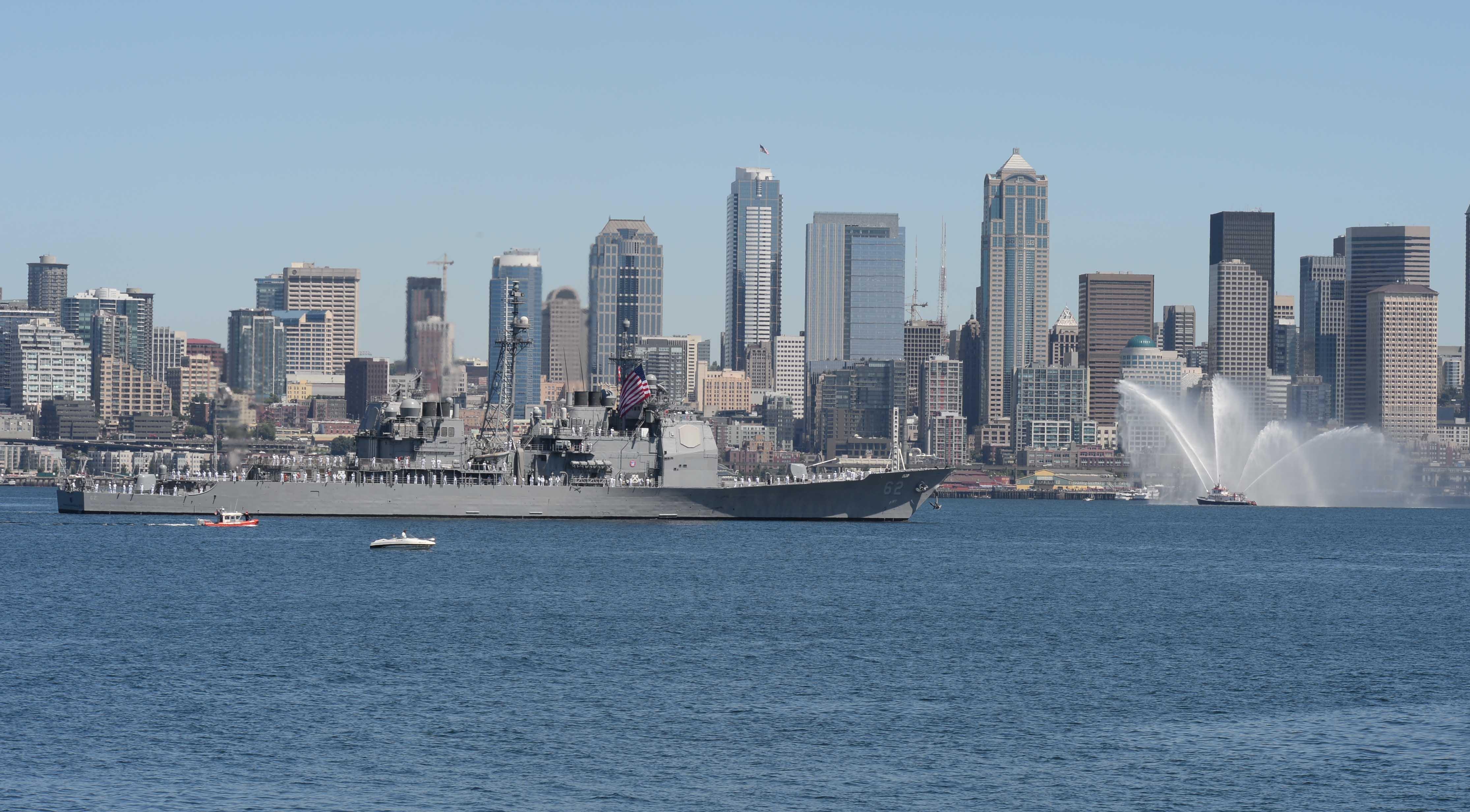 USS CHANCELLORSVILLE CG-62 Einlaufen Seattle Seafair Fleet Week am 30.07.2014 Bild : U.S. Navy