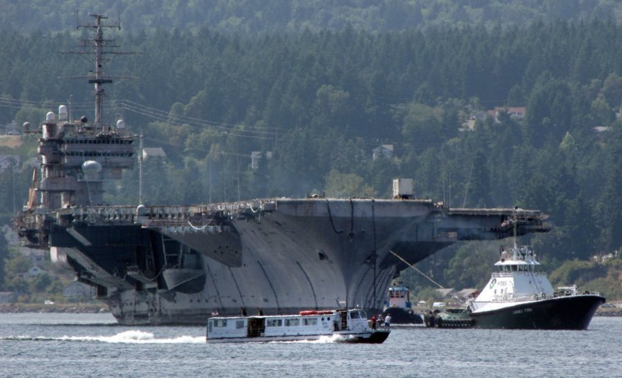 ex USS CONSTELLATION CV-64 im Schlepp am 08.08.2014 Bild: Kitsap Sun Newspapaper