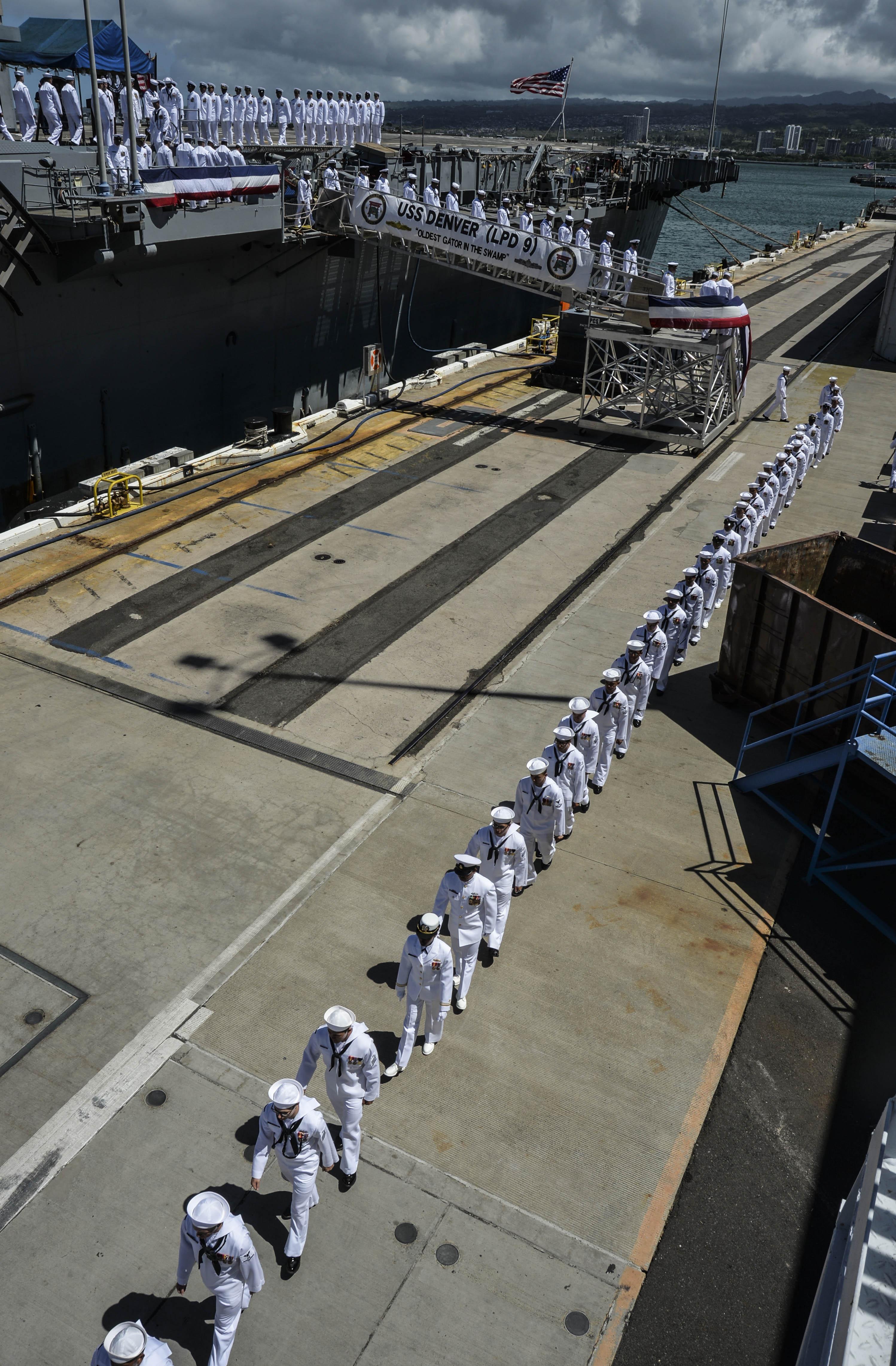 USS DENVER LPD-9 Decommissioning Ceremony Bild: U.S. Navy