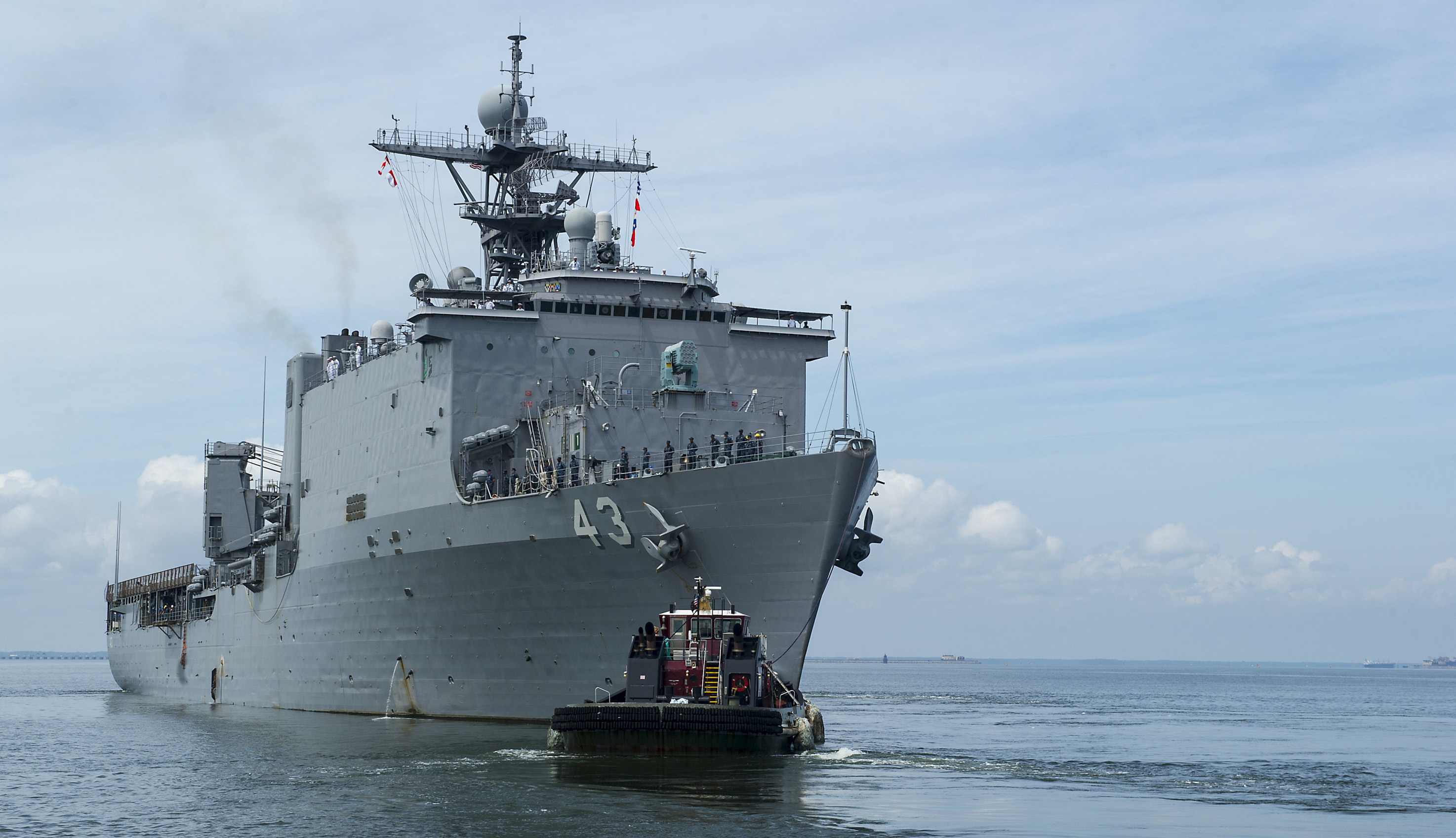 USS FORT McHENRY LSD-43 Auslaufen Norfolk 04.08.2014 Bild: U.S. Navy