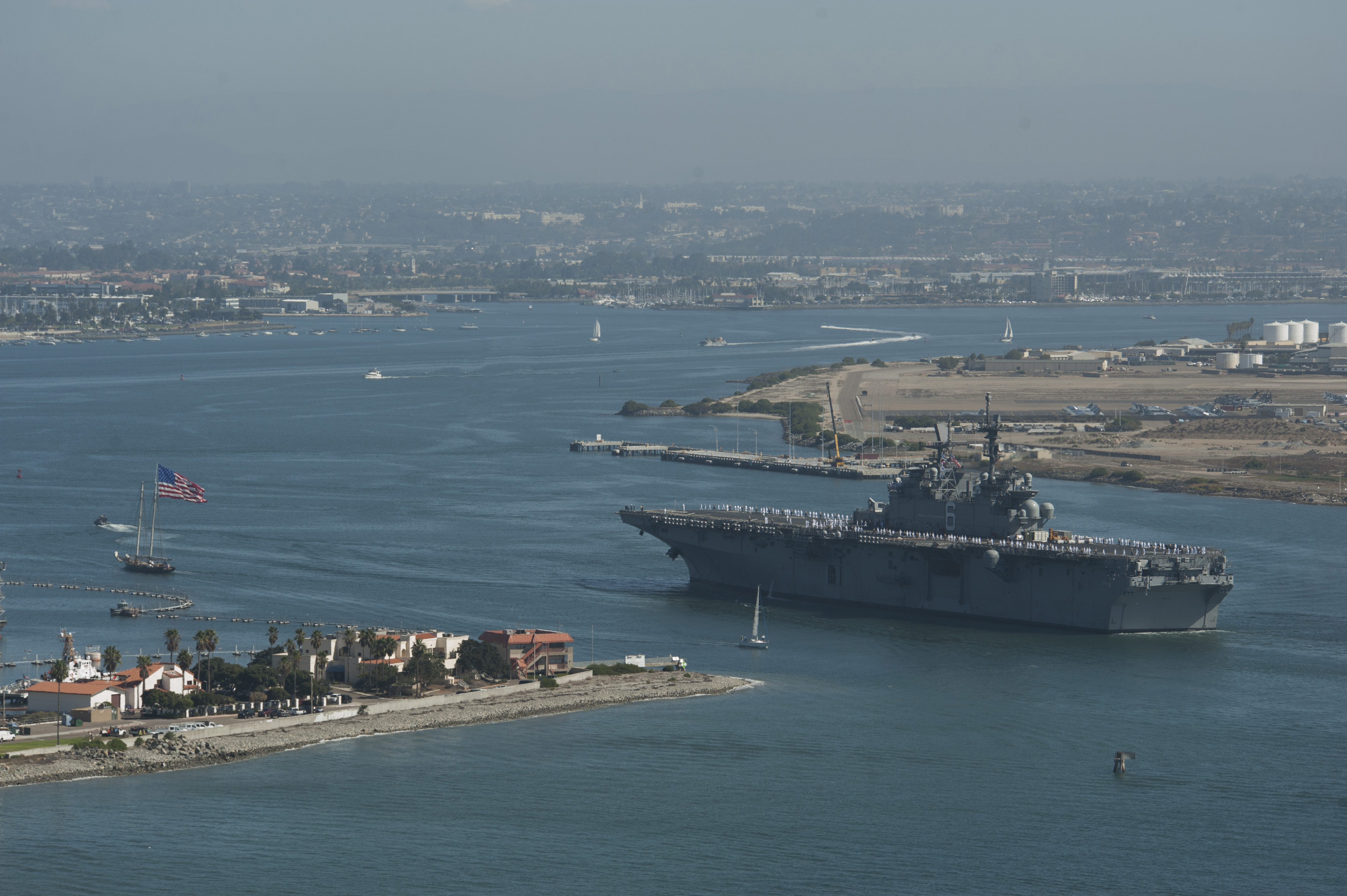 USS AMERICA LHA-6 Einlaufen San Diego am 15.09.2014 Bild: U.S. Navy