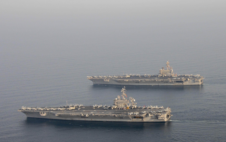 USS CARL VINSON CVN-70 und USS GEORGE H.W. BUSH CVN-77 am 18.10.2014 im Arabischen Meer Bild: U.S. Navy
