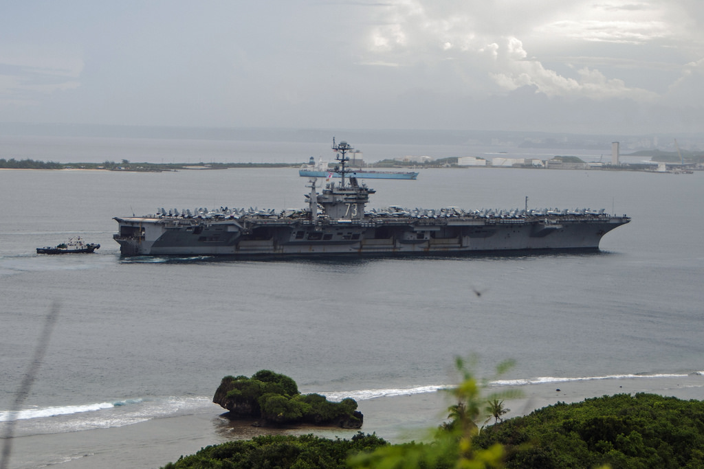 USS GEORGE WASHINGTON CVN-73 Einlaufen Apra Harbor, Guam am 02.10.2014 Bild: U.S. Navy