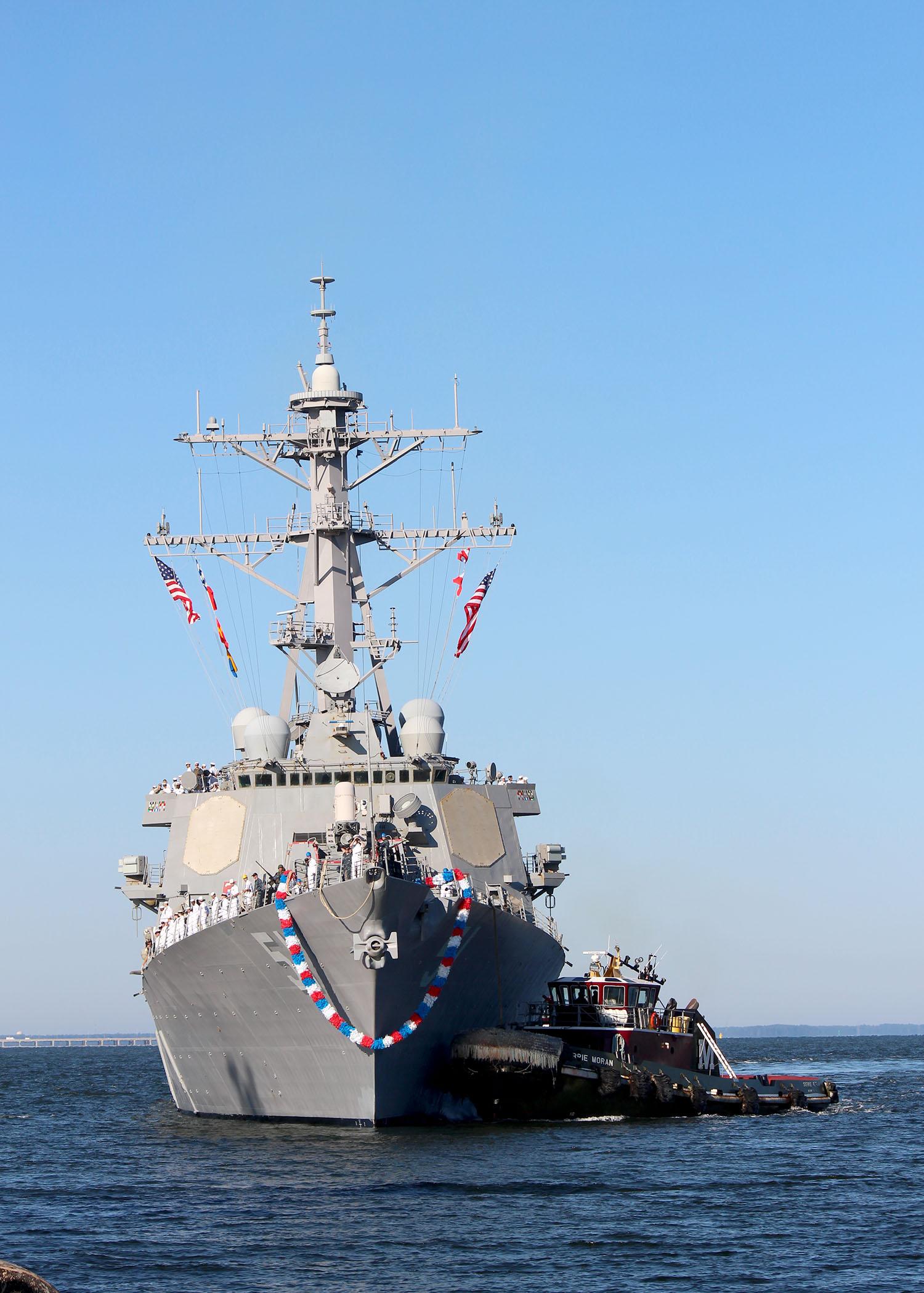 USS ARLEIGH BURKE DDG-51 Einlaufen Norfolk am 17.10.2014 Bild: U.S. Navy