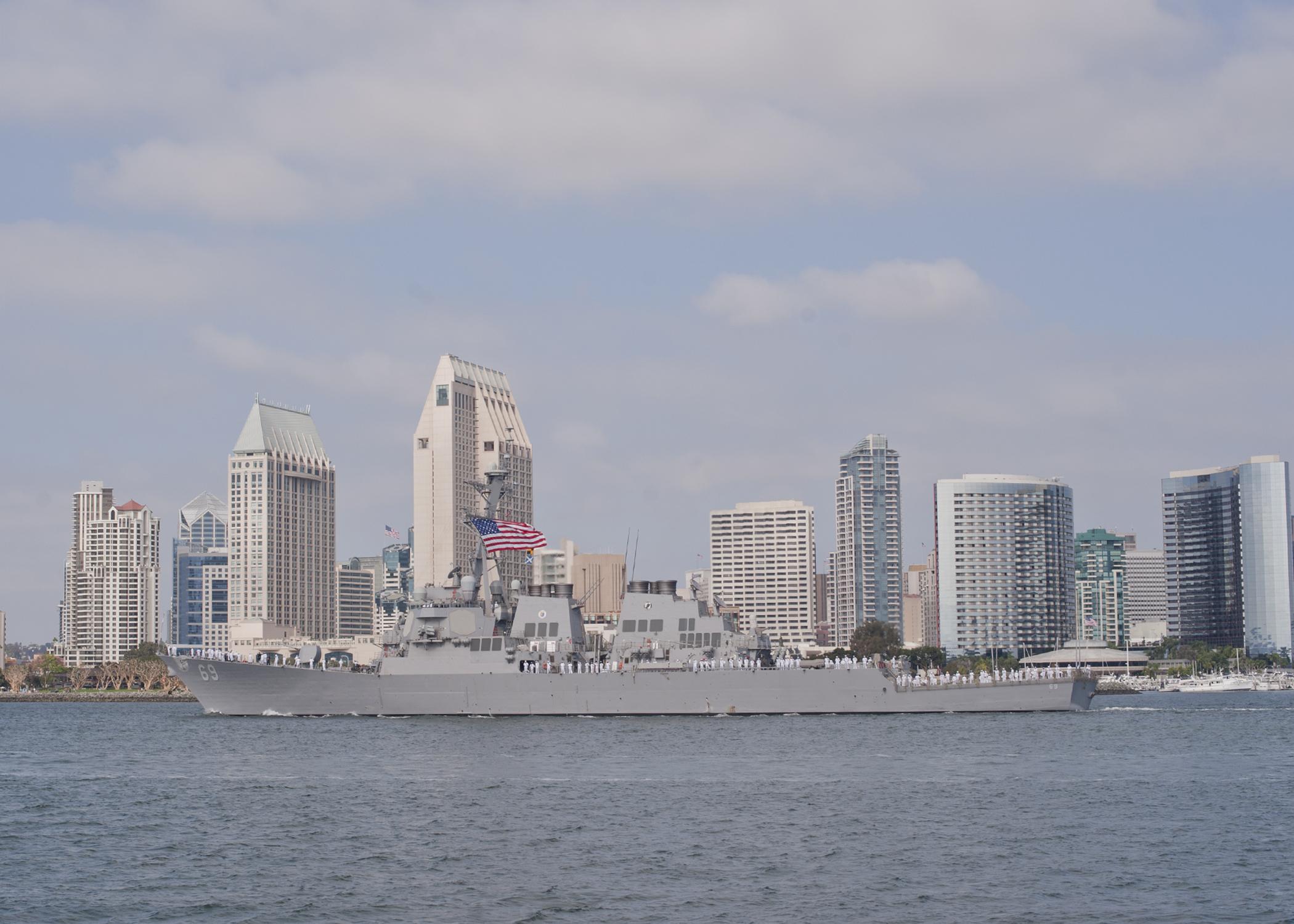 USS MILIUS DDG-69 Auslaufen San Diego am 20.10.2014 Bild: U.S. Navy