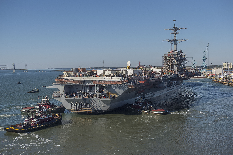 USS ABRAHAM LINCOLN CVN-72 am 03.11.2014 bei Newport News Shipbuilding Bild: U.S. Navy