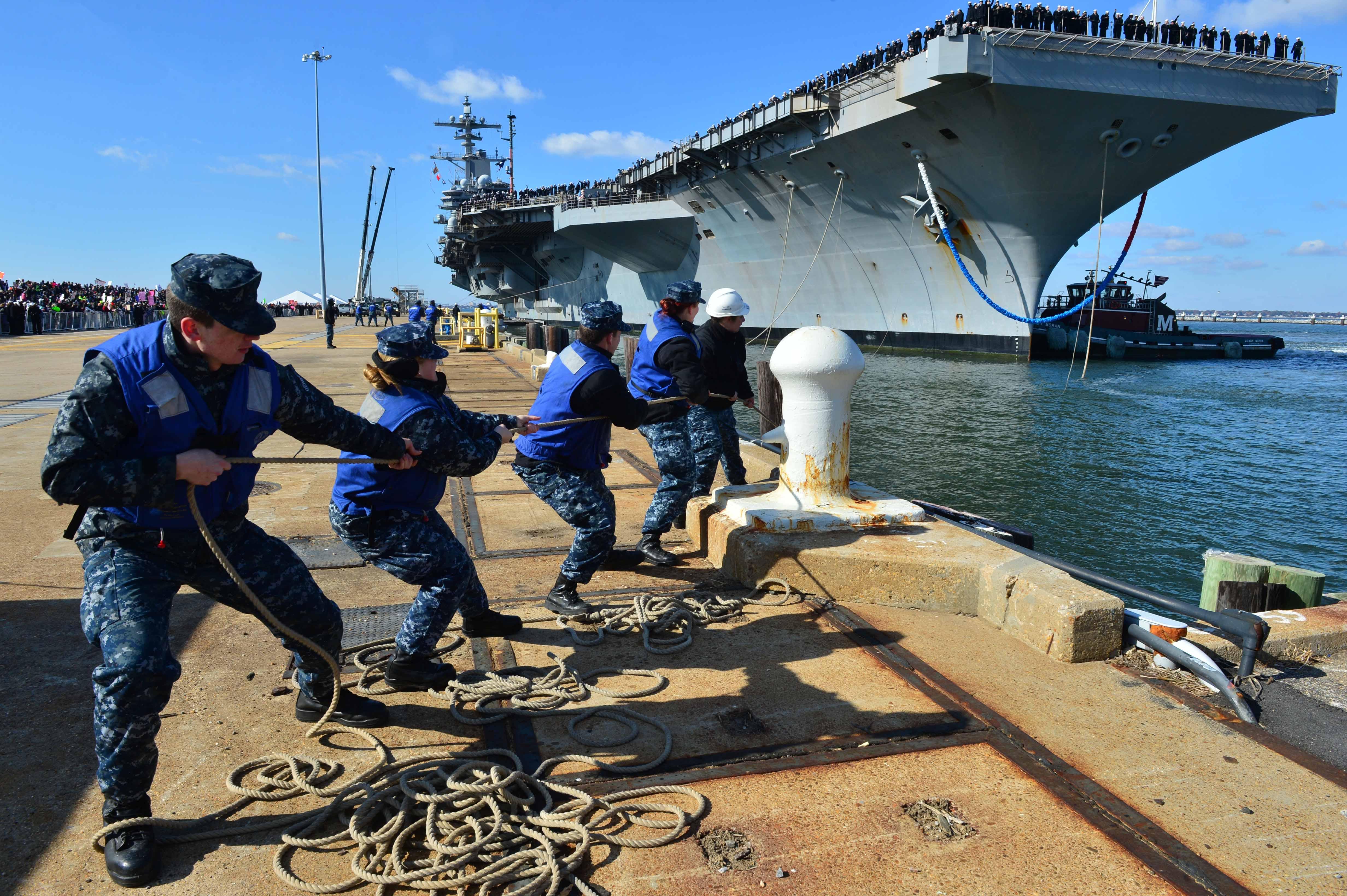 USS GEORGE H.W. BUSH CVN-77 Einlaufen Norfolk am 15.11.2014 Bild: U.S. Navy