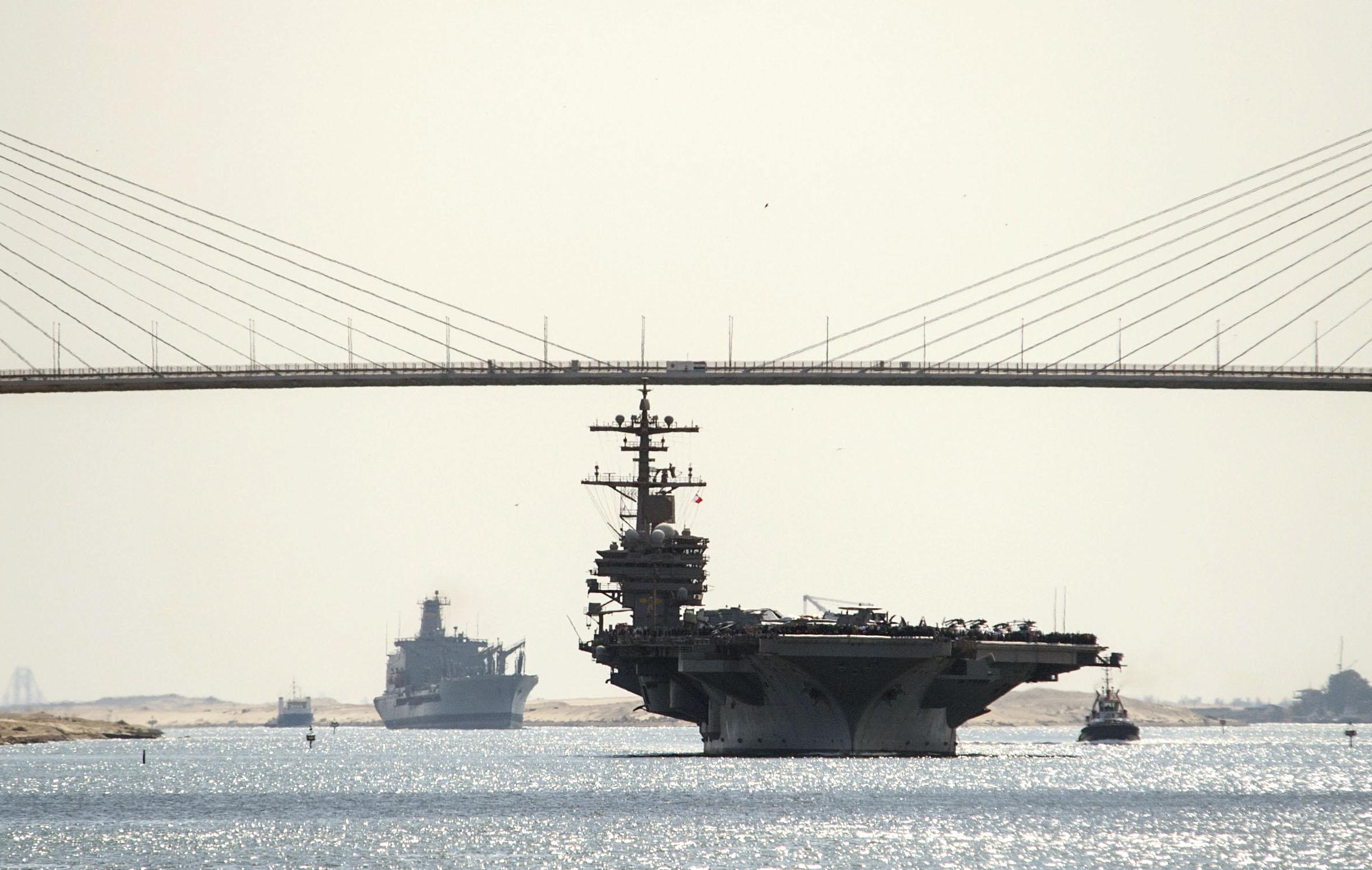 USS GEORGE H.W. BUSH CVN-77 Suez Kanal am 27.10.2014 Bild: U.S. Navy