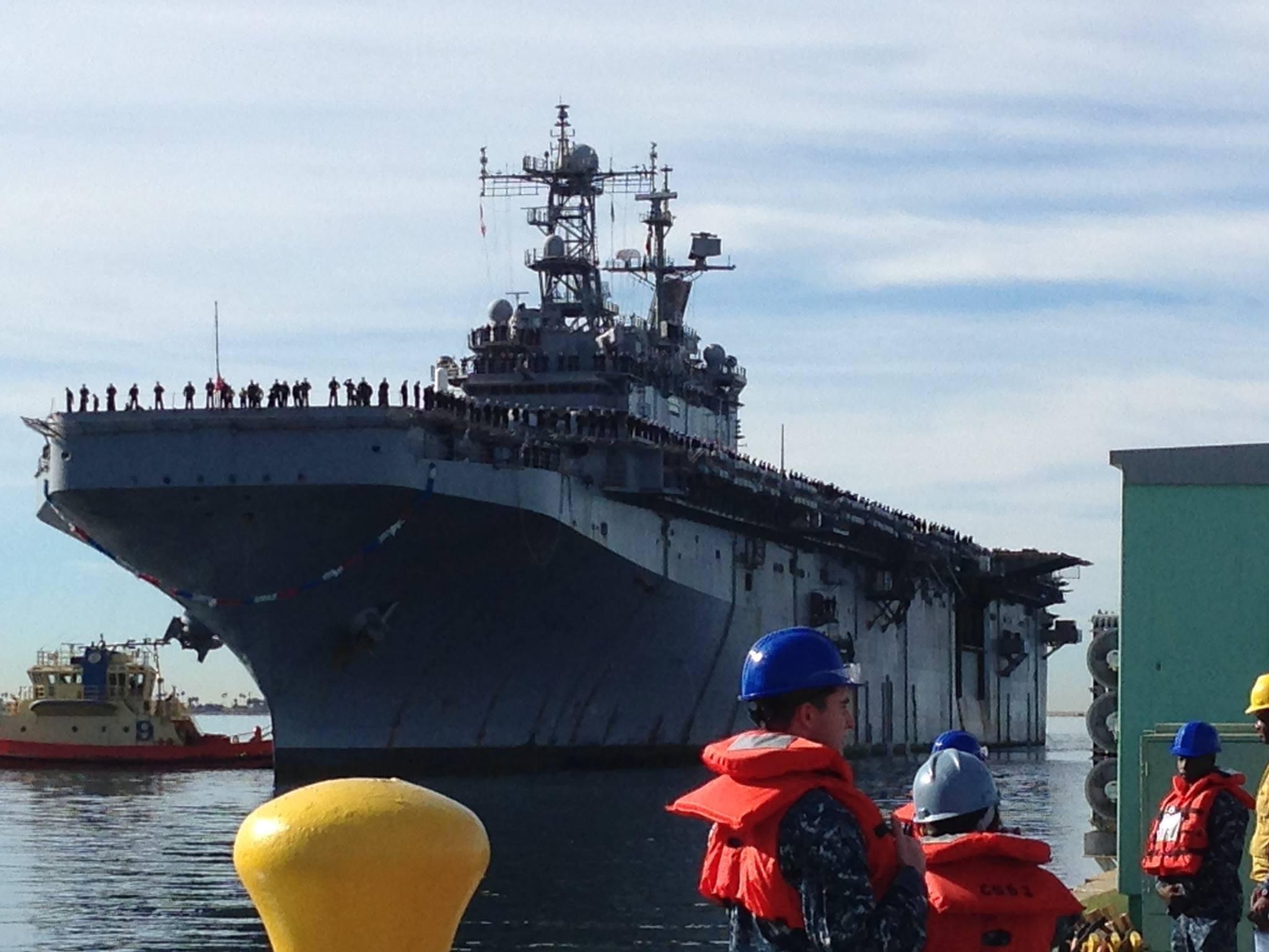 USS PELELIU LHA-5 Einlaufen San Diego am 24.12.2014 Bild: U.S. Navy