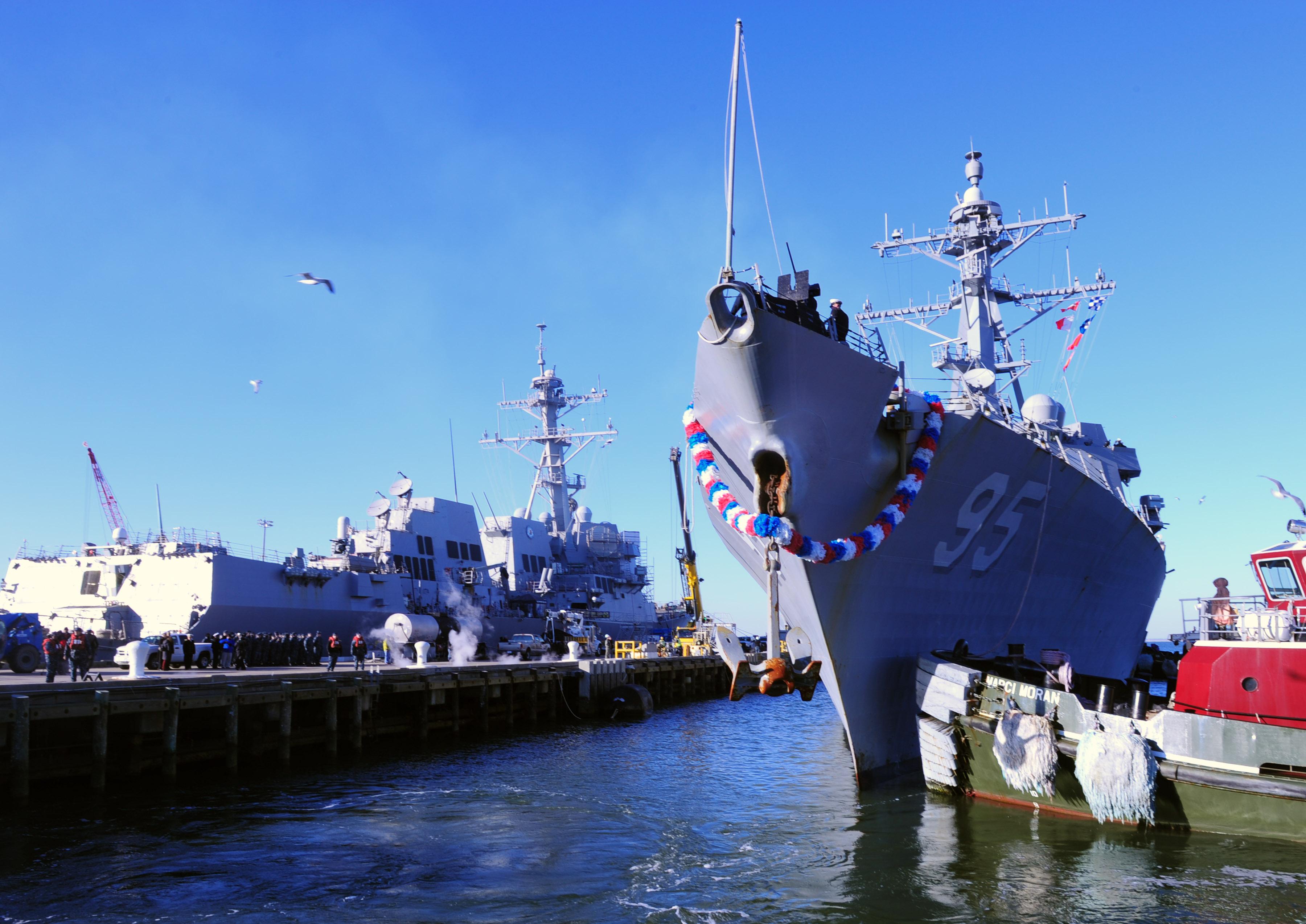 USS JAMES E. WILLIAMS DDG-95 Einlaufen Norfolk am 10.01.2015 Bild: U.S. Navy