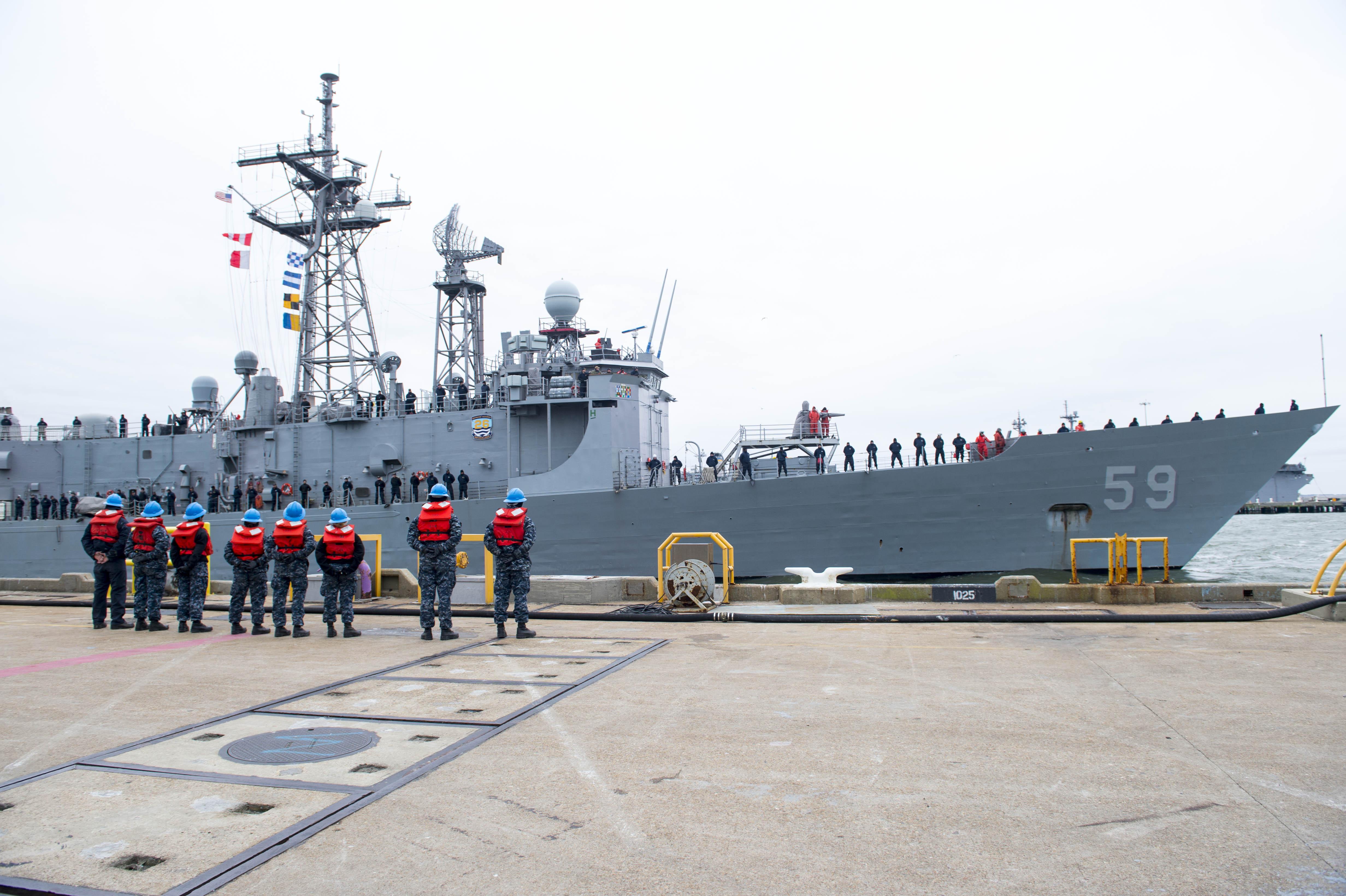 USS KAFFMAN FFG-59 Auslaufen Norfolk am 09.01.2015 Bild: U.S. Navy