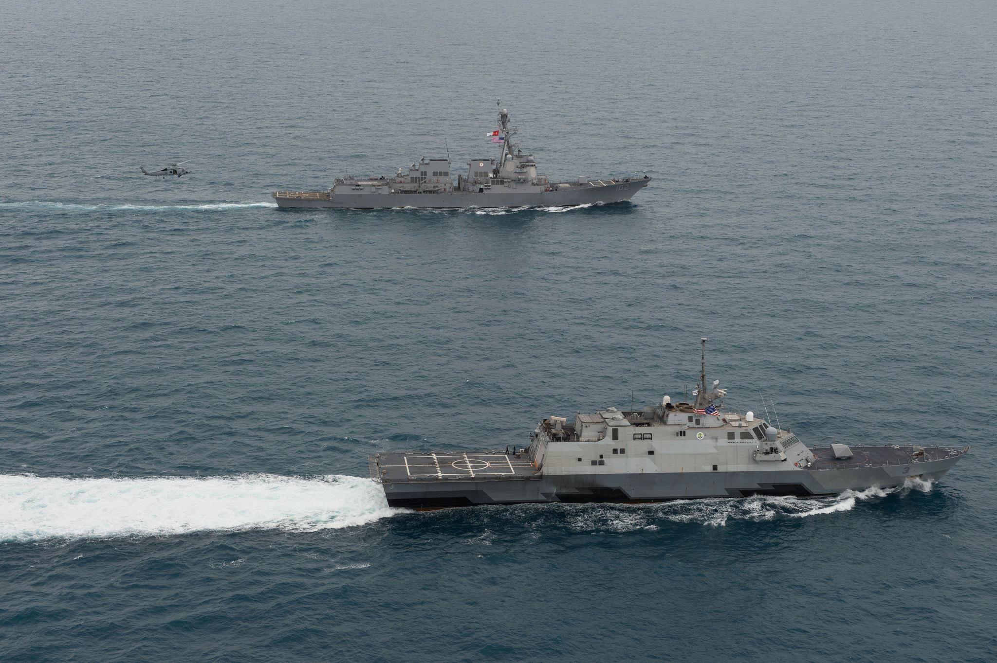 USS FORT WORTH LCS-3 und USS SAMPSON DDG-102 am 14.01.2015 in der Java-See Bild: U.S. Navy