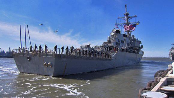 USS LABOON DDG-58 Auslaufen Norfolk am 13.02.2015 Bild: WAVY/Chris Omahen