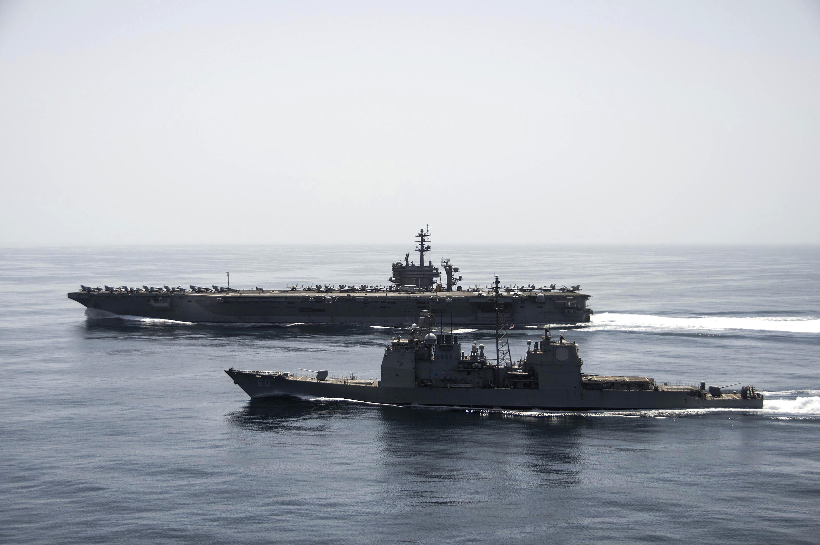 USS THEODORE ROOSEVELT CVN-71 und USS NORMANDY CG-60 am 21.04.2015 vor der Küste des Yemen Bild: U.S. Navy