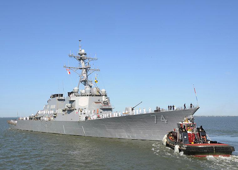 USS McFAUL DDG-74 Auslaufen Norfolk am 22.04.2015 Bild: U.S. Navy