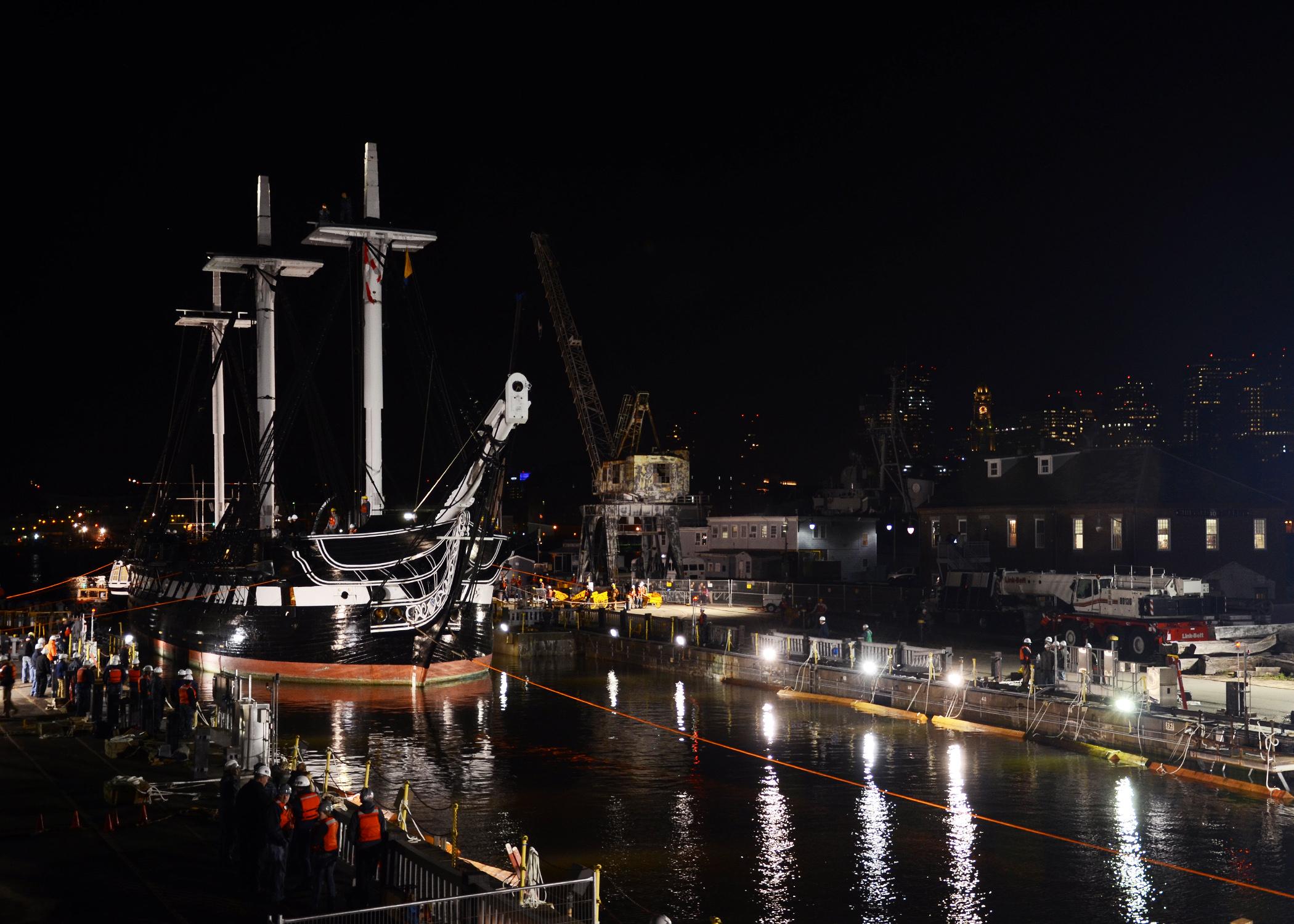 USS CONSTITUTION Einlaufen Trockendock am 18.05.2015 Bild: U.S. Navy
